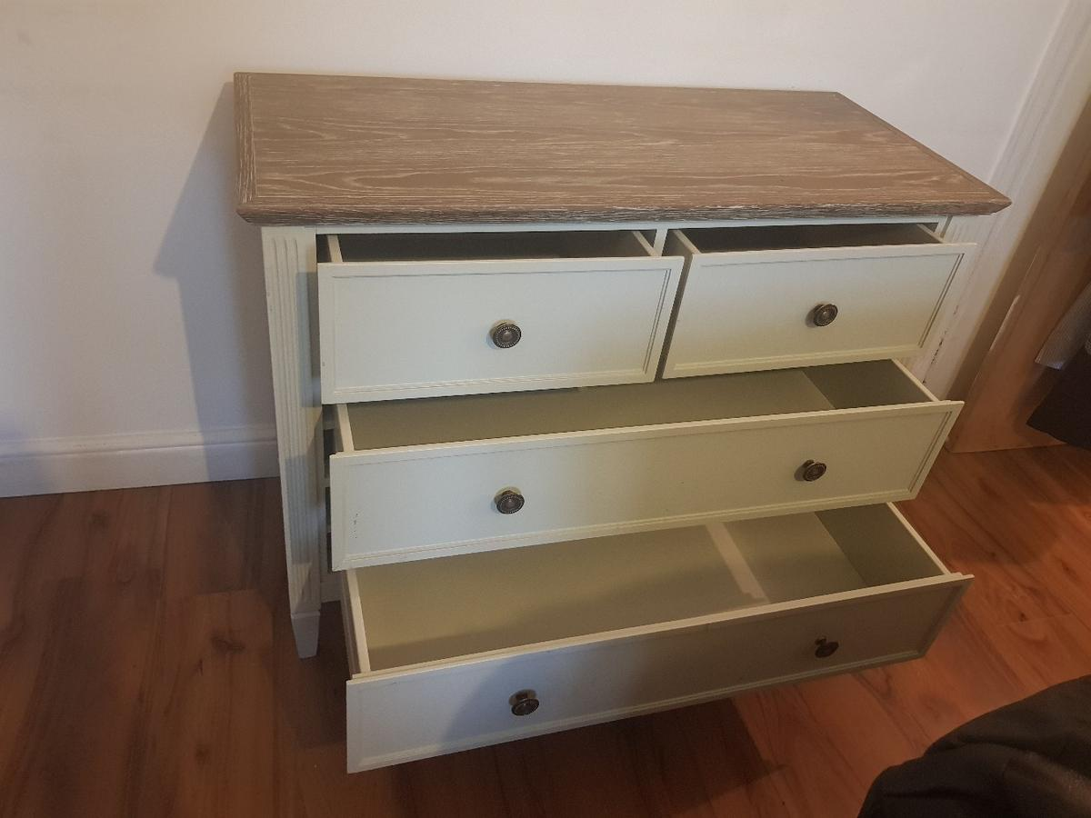 feather and black Verona 4 Chest Drawer in LS13 Leeds for