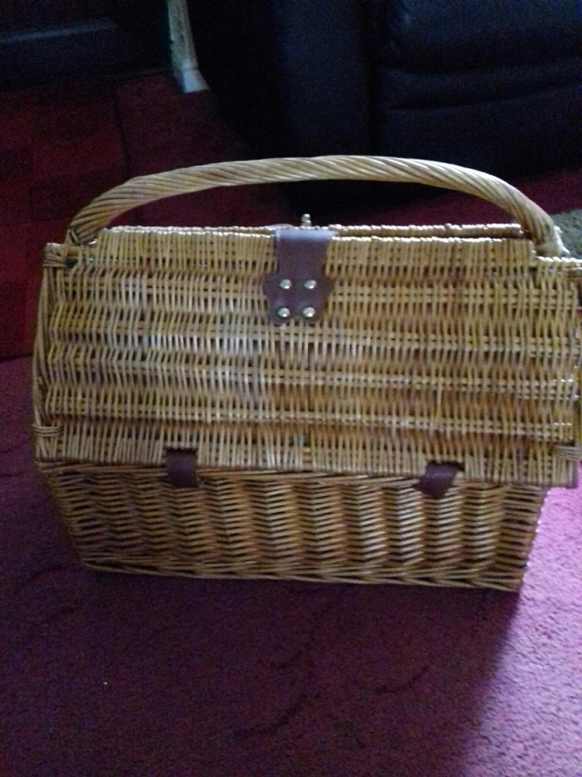 Picnic Hamper Basket In B69 Sandwell For 8 00 For Sale Shpock