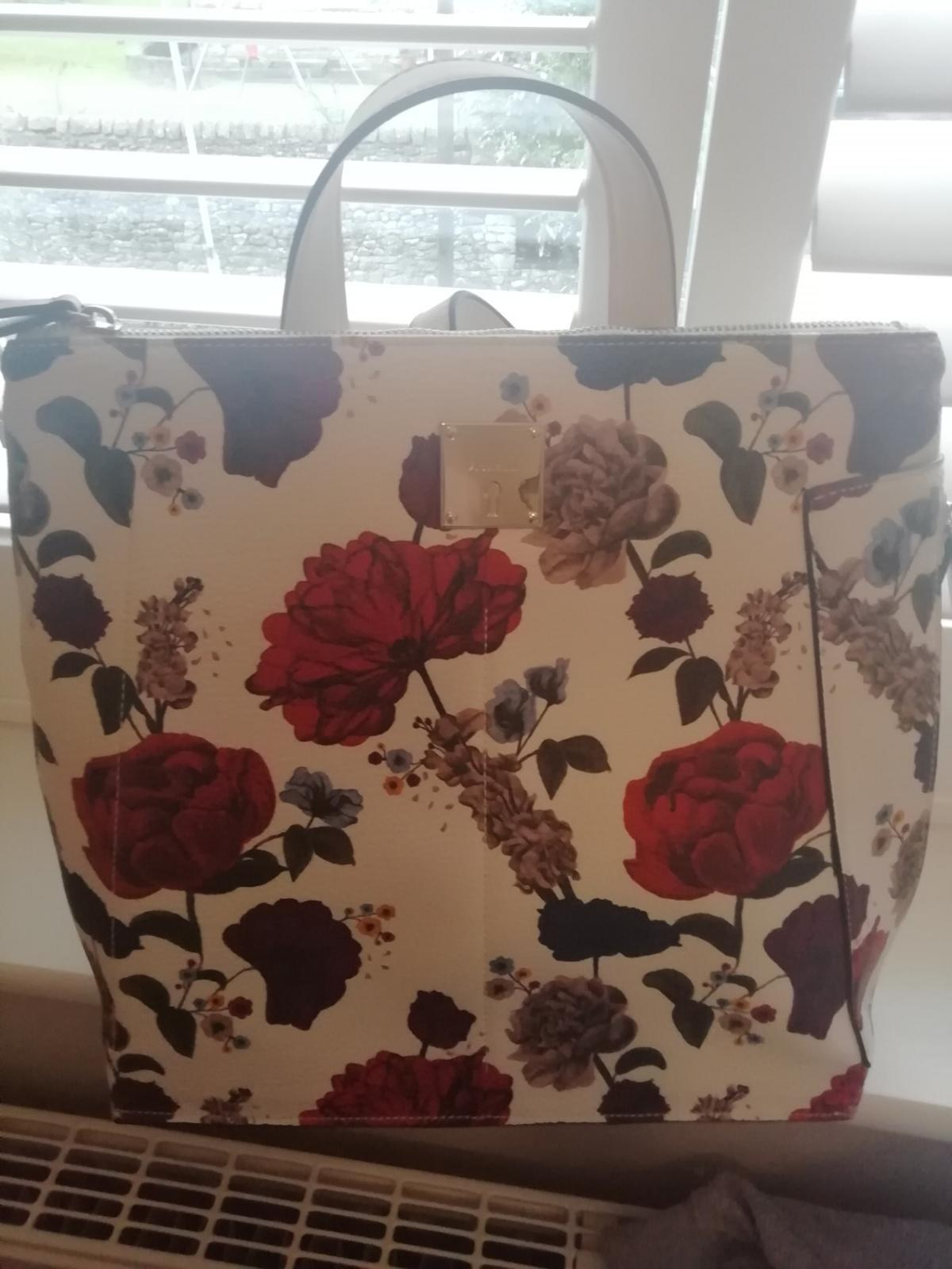 Hardly used very clean and great condition Fiorelli bag