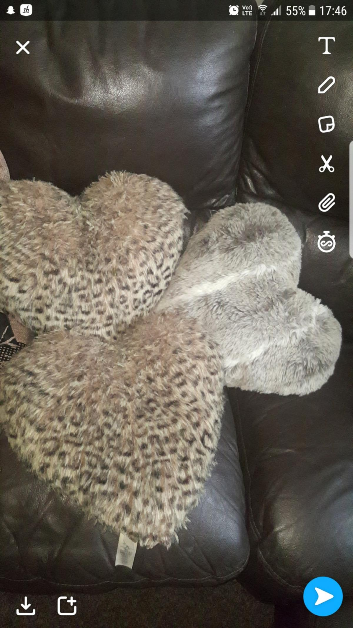 Bundle Of Brown And Beige Cushions Throws In Bd5