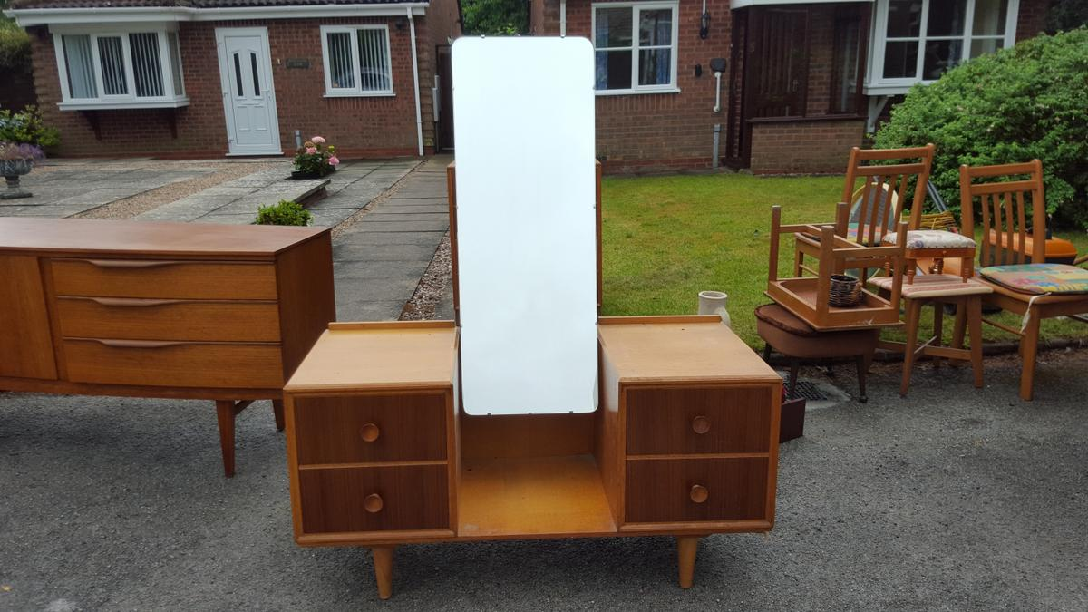 official photos ceeb1 ce8fc Retro solid wood Bedroom Furniture Set