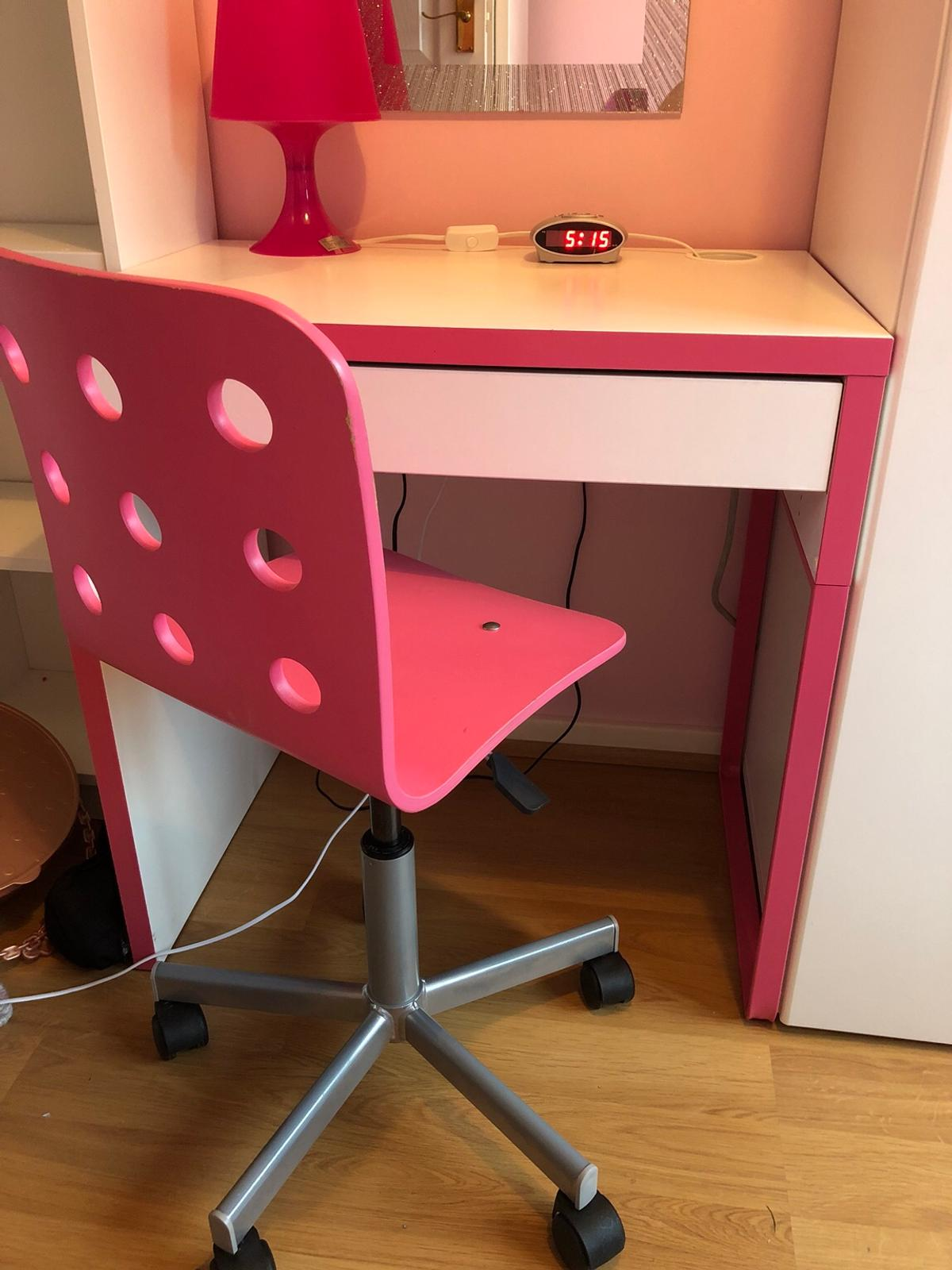 Fine Pink And White Desk And Chair In Leigh On Sea For 10 00 For Alphanode Cool Chair Designs And Ideas Alphanodeonline