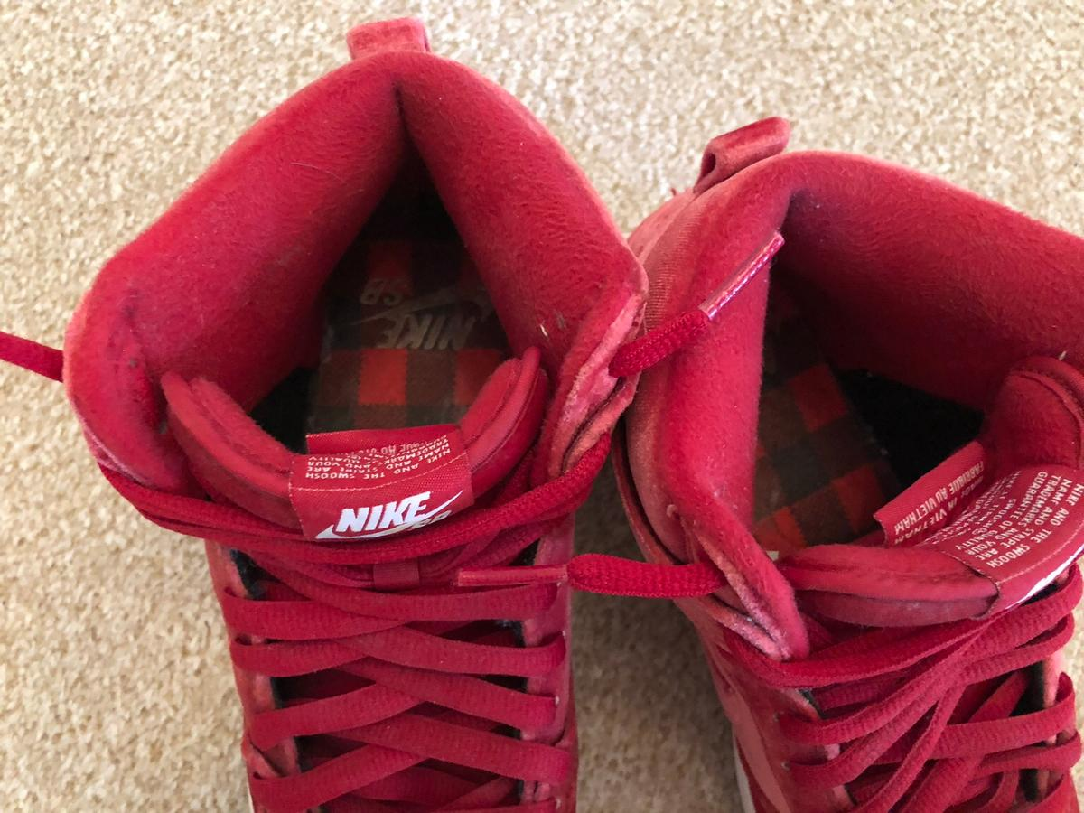 official photos 5ce9d 0a45a Nike SB high dunk red velvet trainers size 6 in ME17 ...