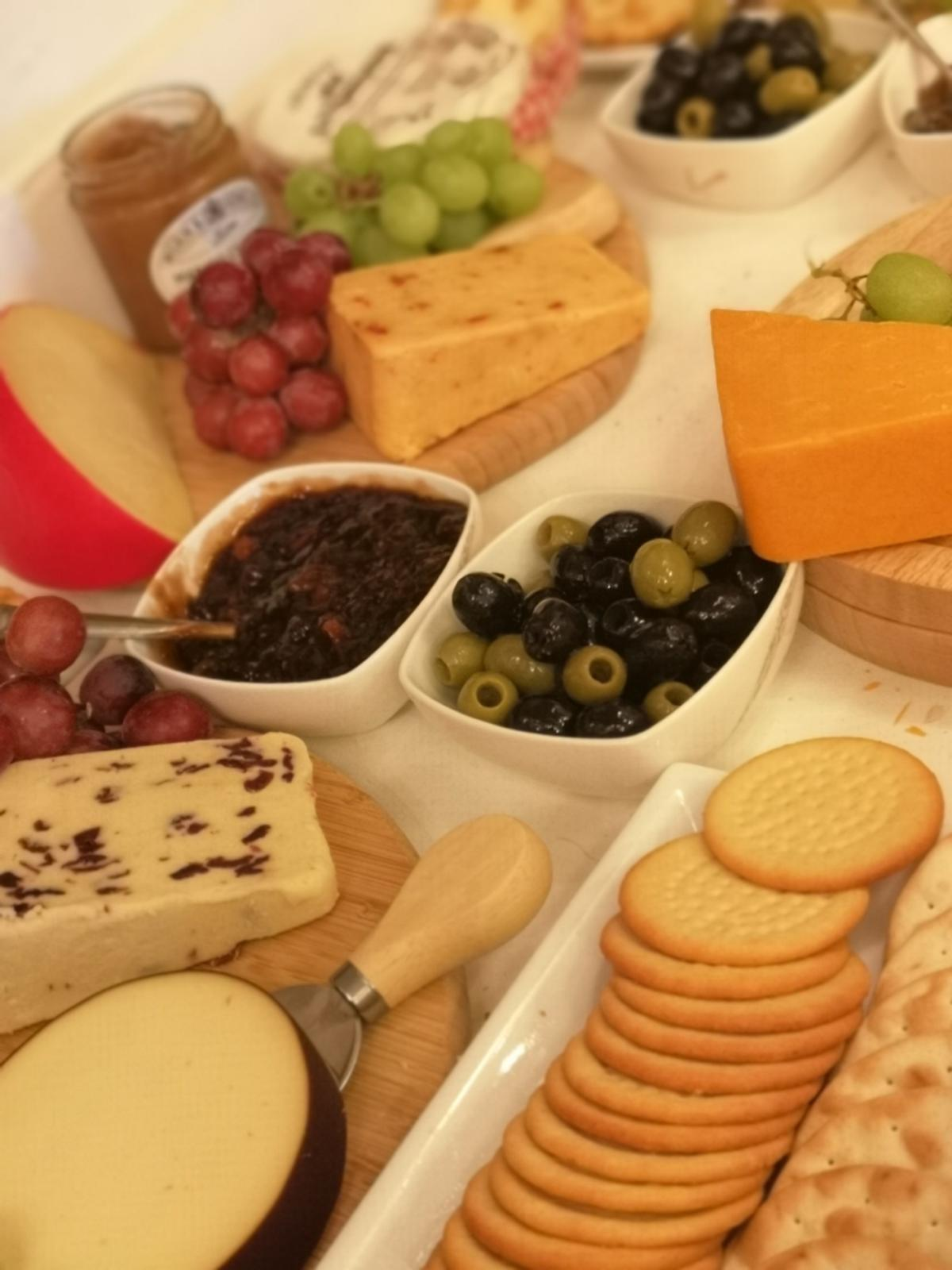 ❤️ Those Finishing Touches ❤️  Wedding and events stylist  Fully stocked cheese cart for hire for 100 guests.... Comes with 10 varieties of cheese, crackers, boards, knives, grapes, chutneys and olives  Price includes delivery within 15 miles of DE55  Delivered 30 minutes prior to evening reception if required