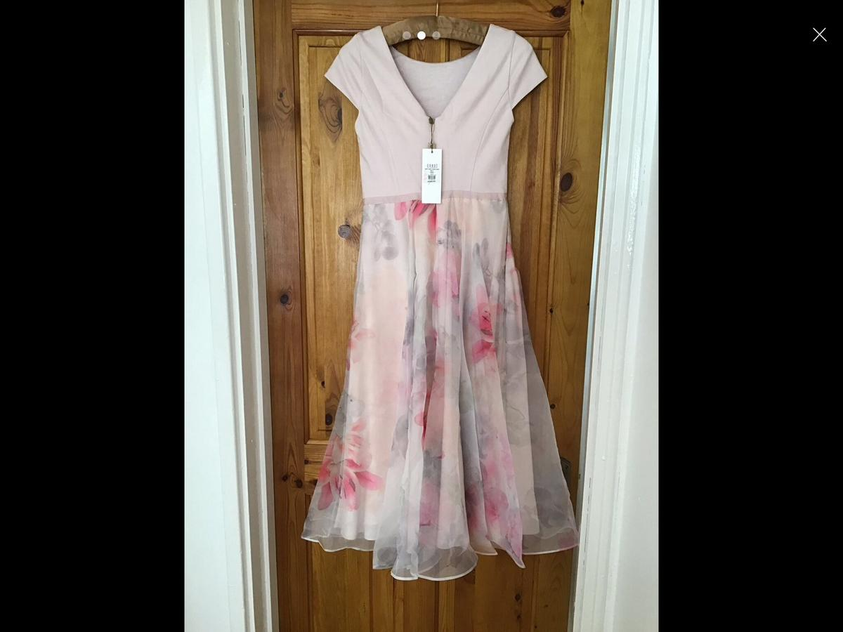 Brand new coast dress size 8 bought it on sale but it too small for me. it is a beautiful dress it just need iron at the bottom, it still has its tags on. Open to other offers. Cash only