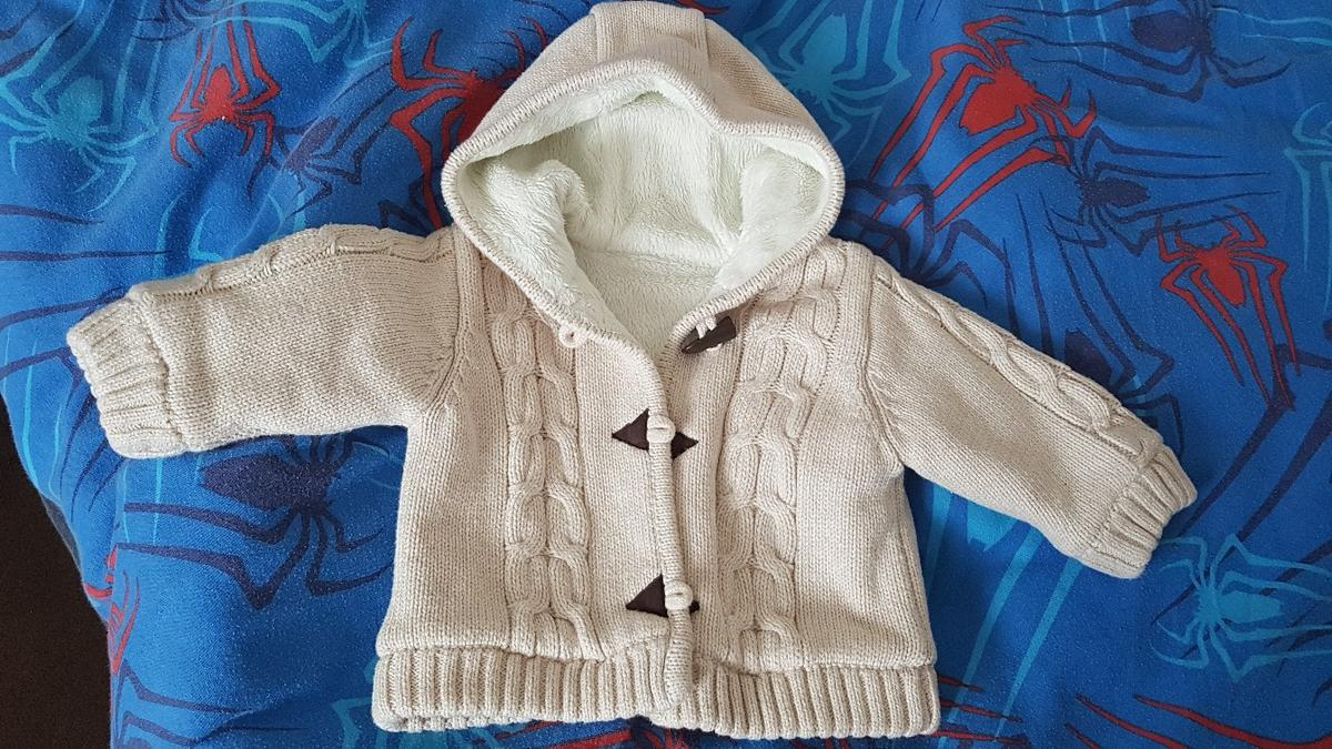 Mothercare Baby Cardigan size 0-3 months. Gorgeous hooded cardigan with fluffy lining for extra warmth. Only worn once so like brand new. Collection only M24.
