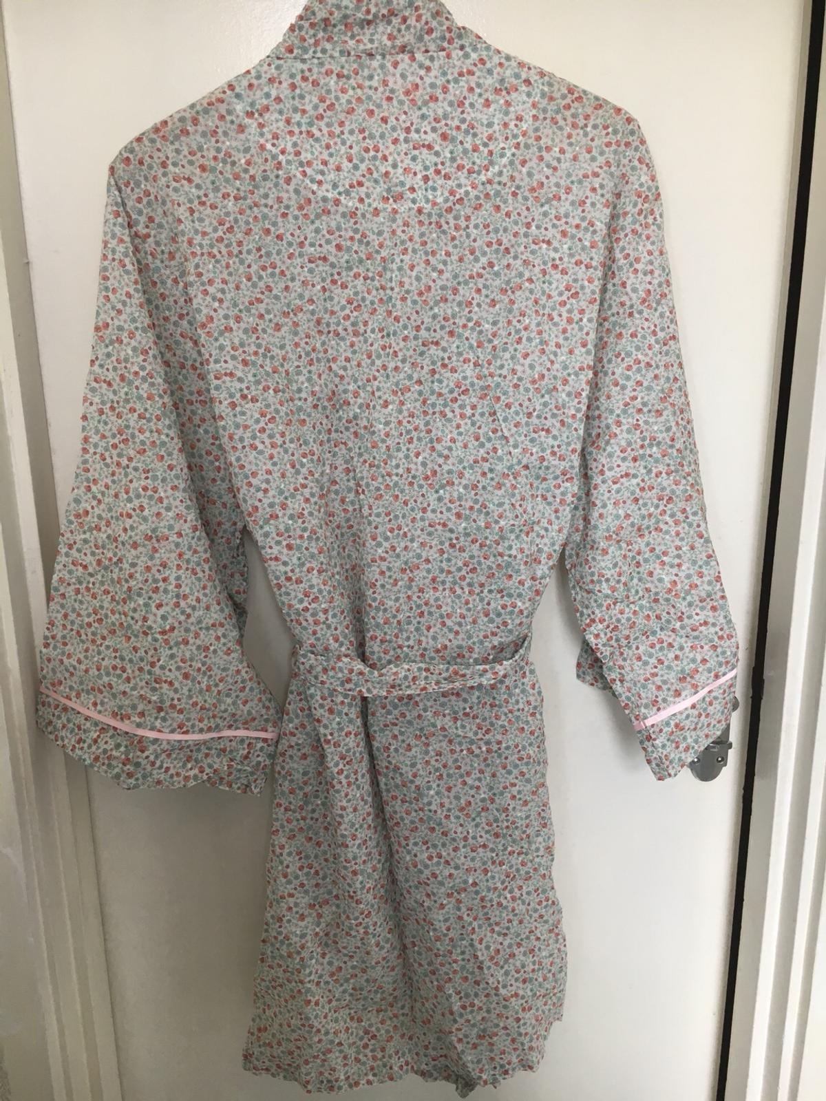 Pretty, cotton robe size M. Never worn, was given as a gift and it's too big on me. Lovely detail and pattern. Can send if you message me Thanks