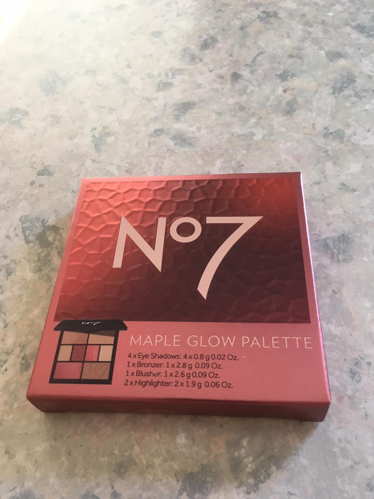 Brand new makeup palette consisting of 4 x eyeshadows, 1 x bronzer, 1 x blusher, 2 x highlighter. RRP £25.00. Collection only IP5 area.