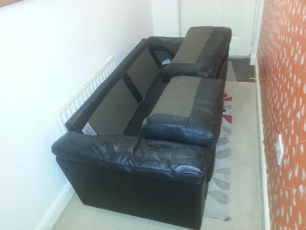 black leather setter, smart modern look, comfortable and in good condition. est.Size w 182 d 73