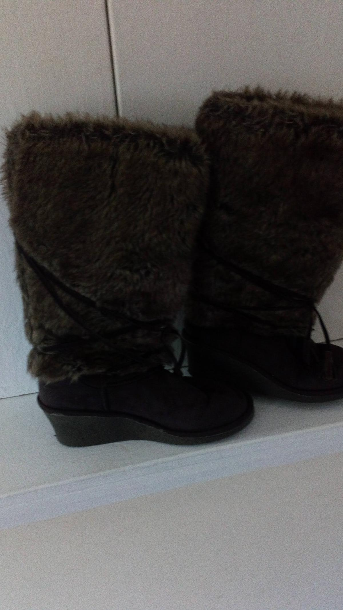 Chocolate brown fur boots only worn once lovely condition size 5 collection only please. 👢👍