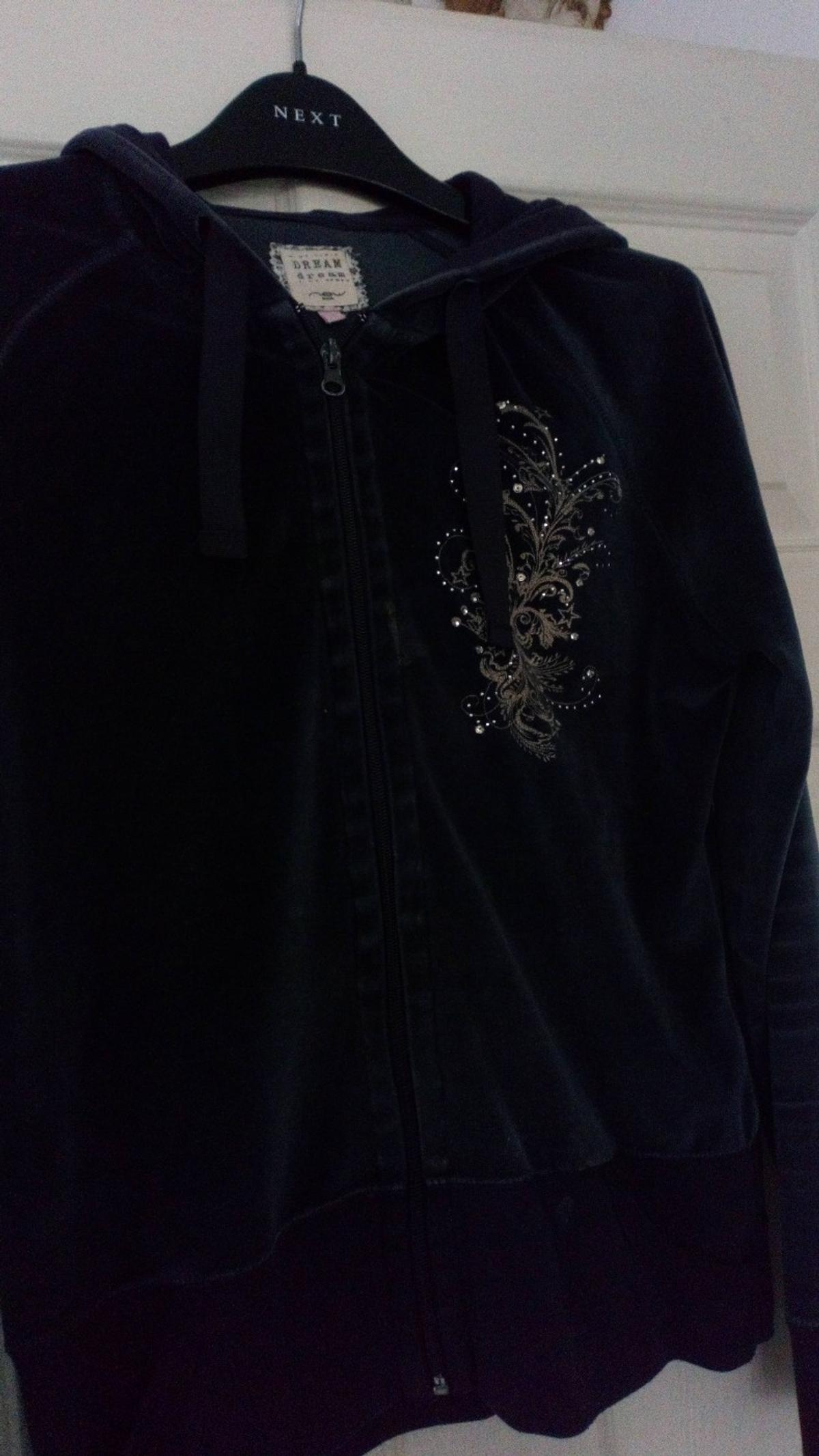 Blue lounge wear hooded top navy blue with a sparkle emblem from new look. Fits more a 12 than a 14. Lovely soft and comfortable. Good condition collection only please. 👍