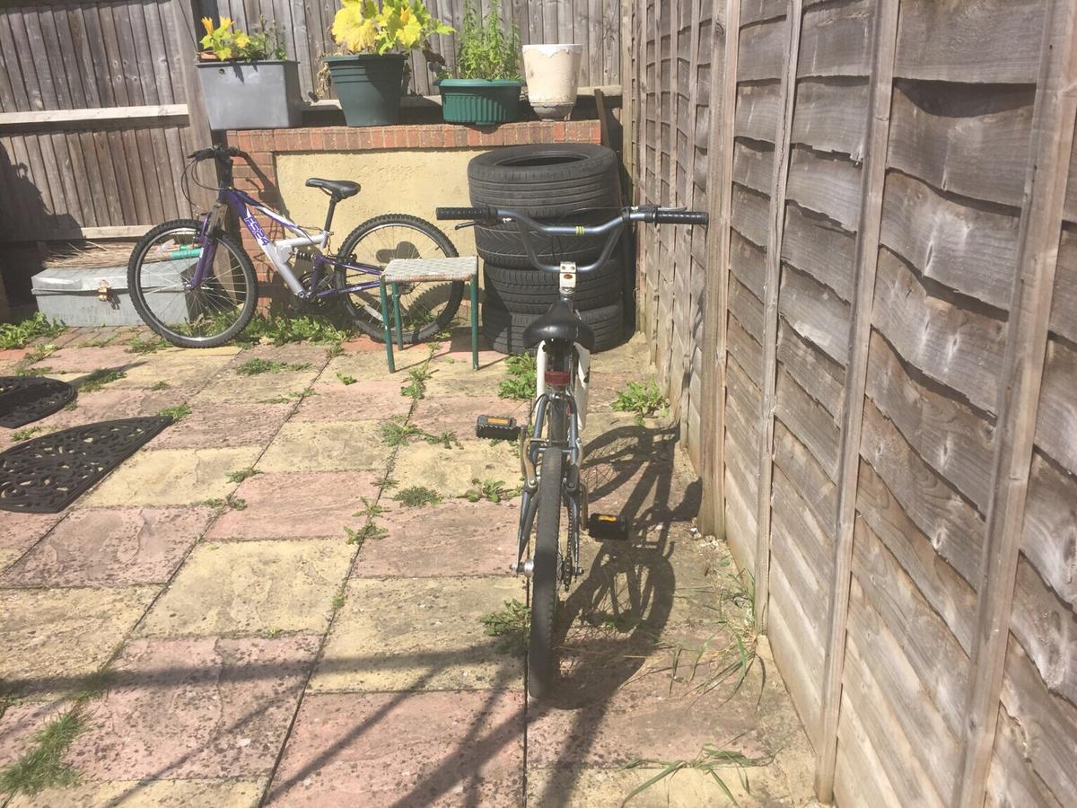 Front break doesn't work easily could be reappeared Text me for more in formation No lower offer than £20 Suitable for ages 7-12 Punched back tire just need new tube