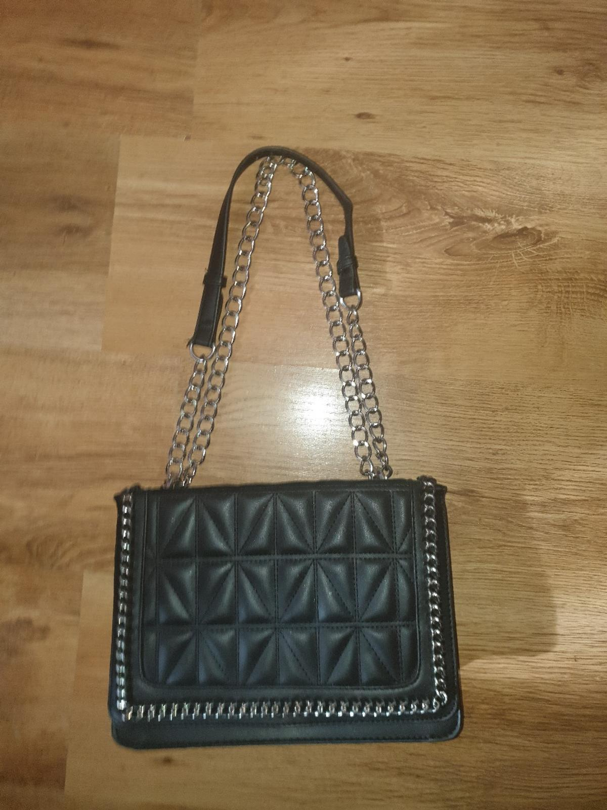 great condition can be used as either a cross body bag or under arm