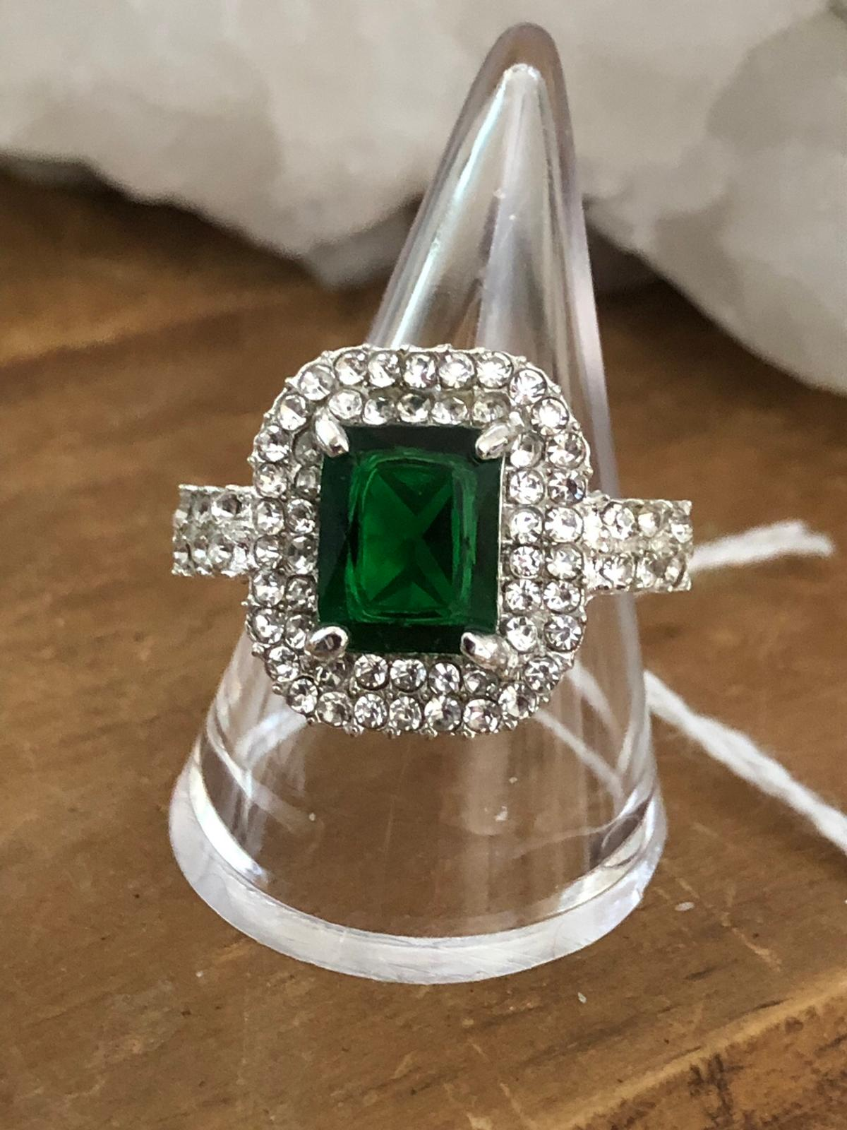 Really pretty faux emerald ring surrounded by a double row of crystals. SIZE Q ONLY Collected from Loughton IG10 £5 Posted via PayPal £6