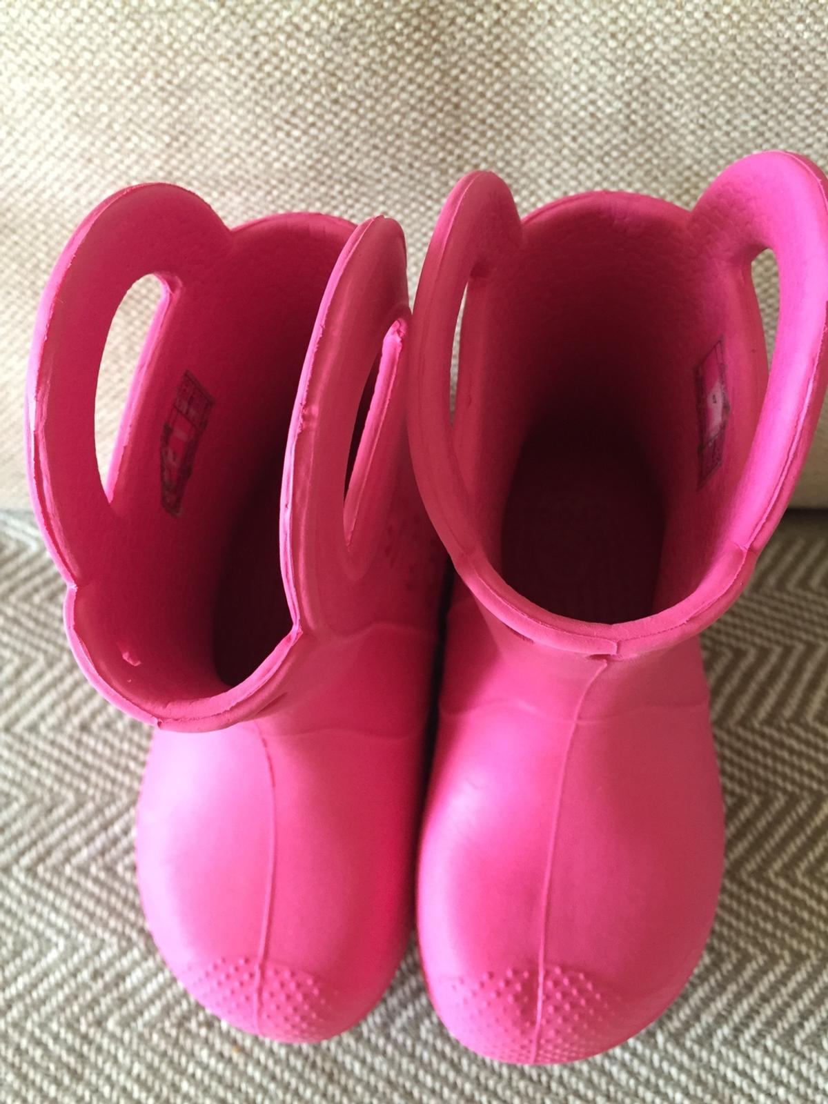 girls crocs wellies size 7 in excellent condition hardly used washed from pet and smoke free home.
