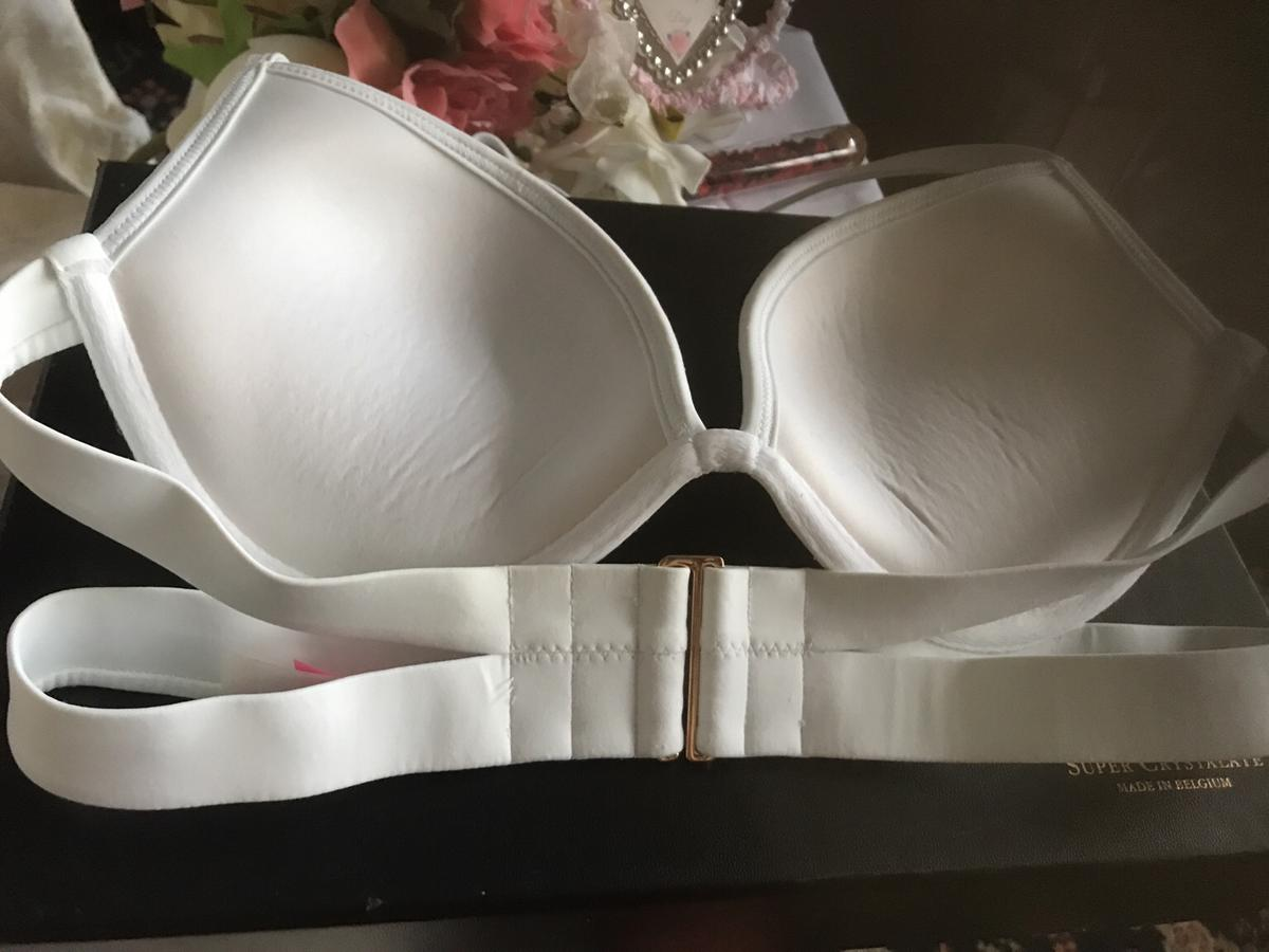 BIKINI TOP. WHITE .. HALTER NECK PADDED. VERY BEAUTIFUL TOP. Can be worn clubbing.. New.. 34c VICTORIA'S SECRET WAS EXPENSIVE. FROM CLEAN SMOKE FREE HOME