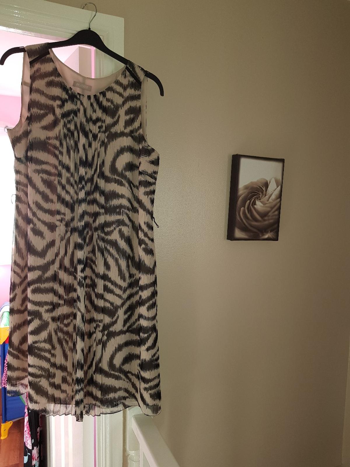 Selection of tops/dresses size 18 and couple bags all in good condition just not been worn for years and am clearing out.Collection only.Tops 6 quid each,dresses 10quid each and bags 5quid.