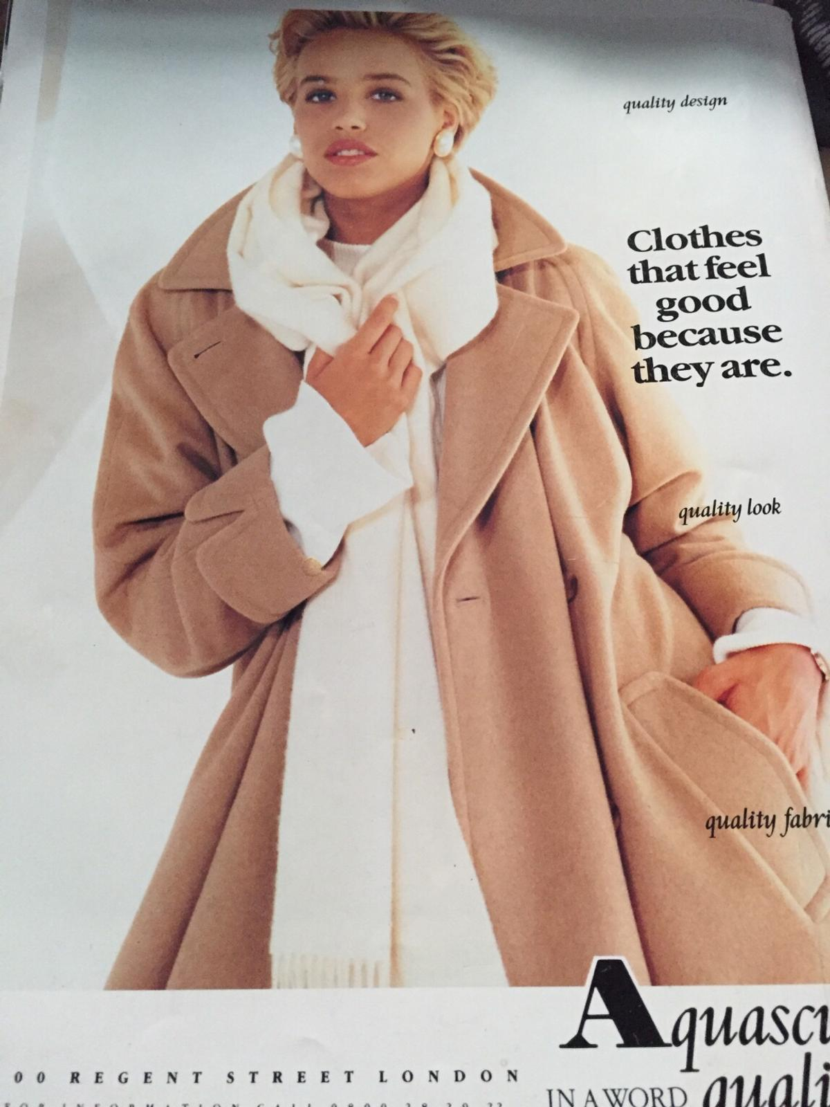 Offers welcomeAn excellently preserved vintage copy of Vogue from 1990. A perfect birthday gift (almost 30 years old!) or to display on the wall. please ask any questions.