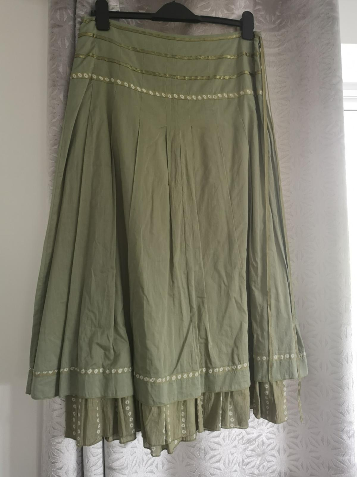 Lovely long length skirt from Per Una Size 12 Photo doesn't do justice to how good this skirt looks on Worn just once
