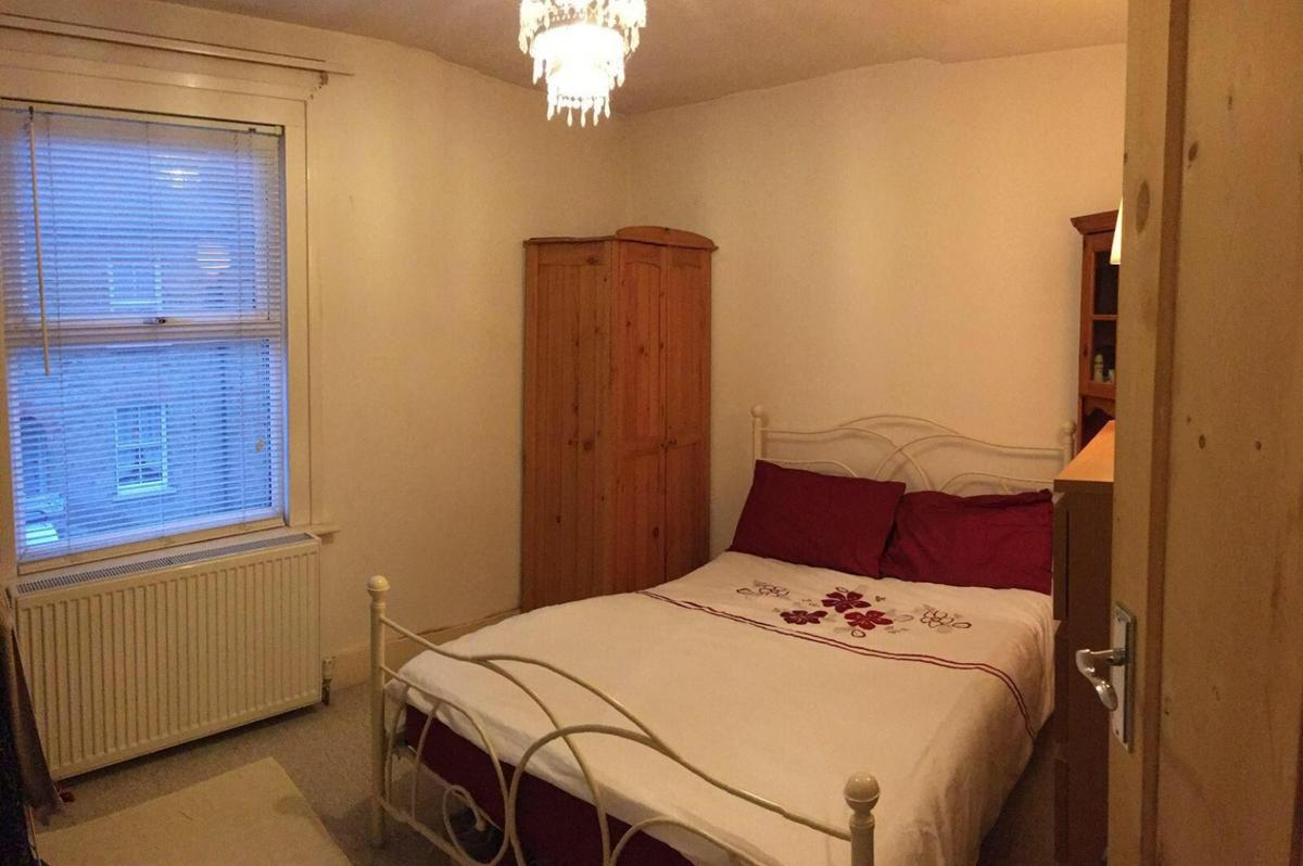 we are offering a large double room right near theoblds train station. Available 1dt sept 2019 message me to arrange viewing. all Bill's included