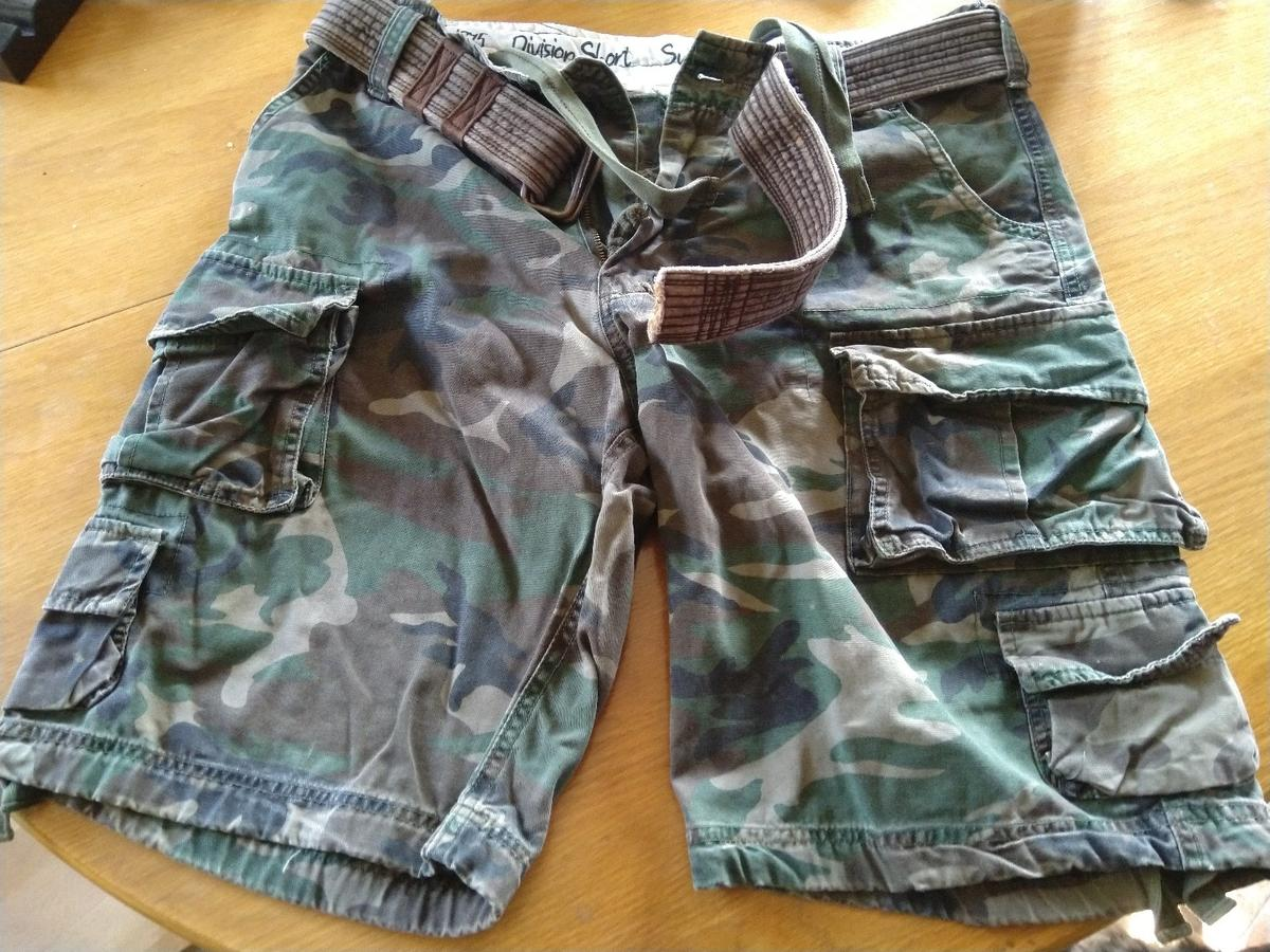 Men's army style shorts size medium really good quality, very good condition collection only