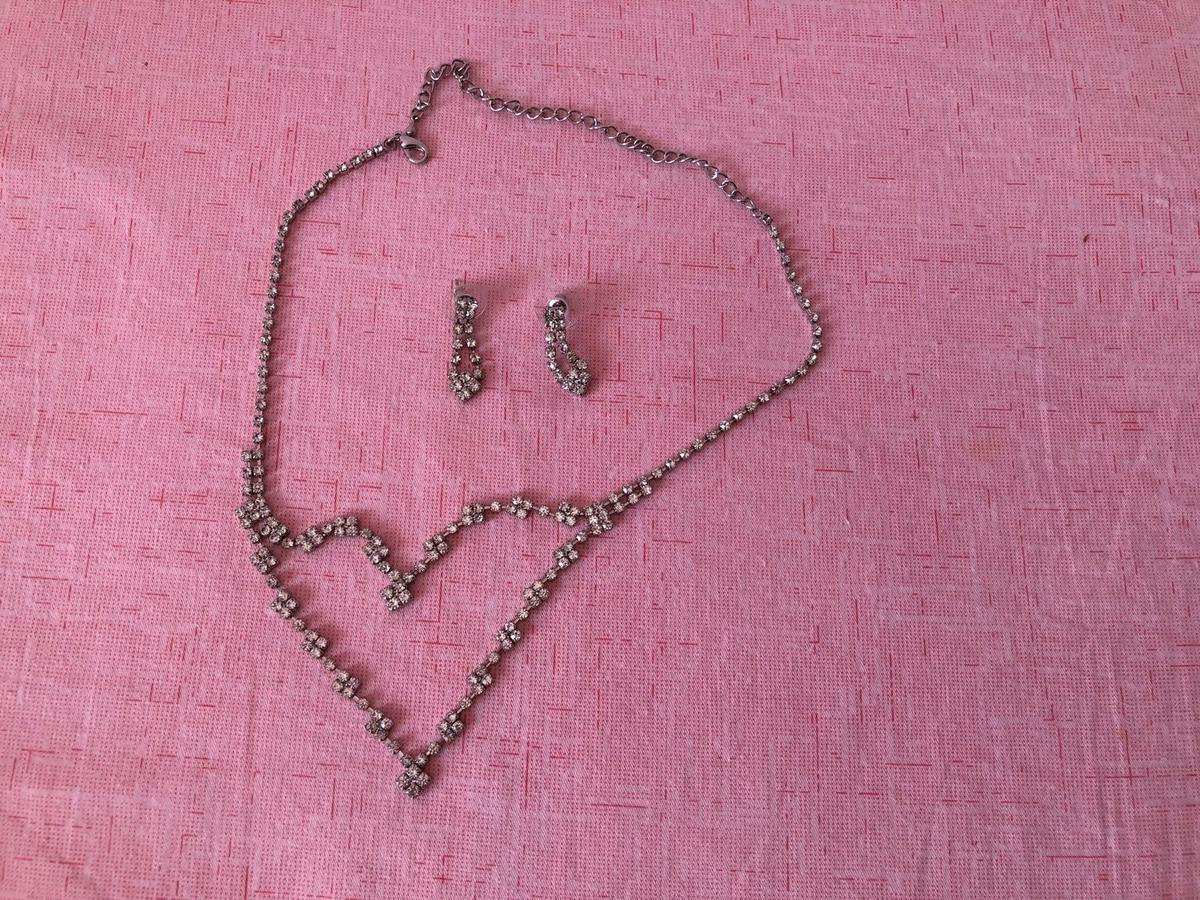 Brand new necklace and earrings set, excellent for elegant outfit. Collection HA7 or pay for postage.