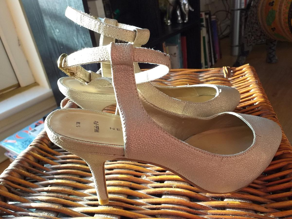 Gold shimmer sling back ladies shoes size 5, wide fit. New Look. worn once. Great condition. 2 and half inch heel. collection only. B26