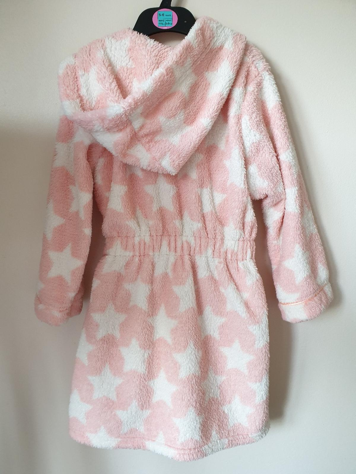 M&S girls hooded dressing gown, excellent condition. Size 4-5 years.  Collection from Ham, Richmond TW10.