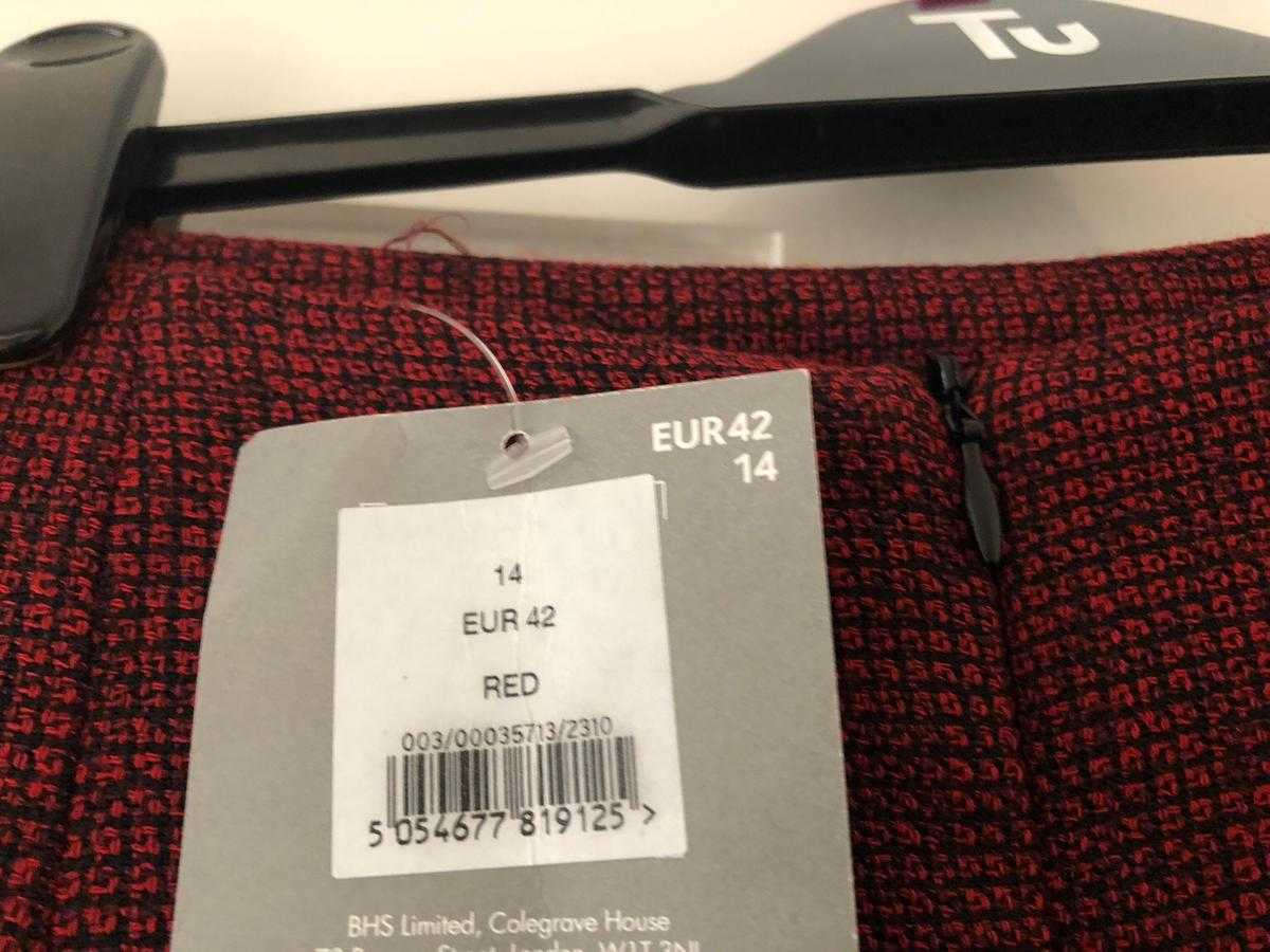 New burgundy mini skirt with tag - size 14 never worn