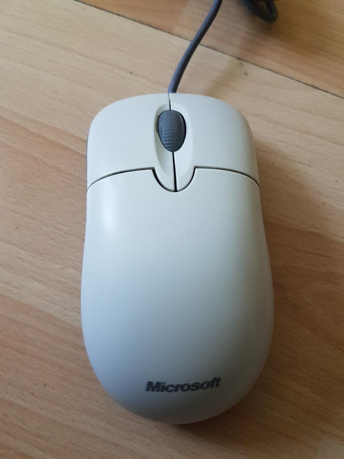 a geniuin Microsoft mouse in a mint condition