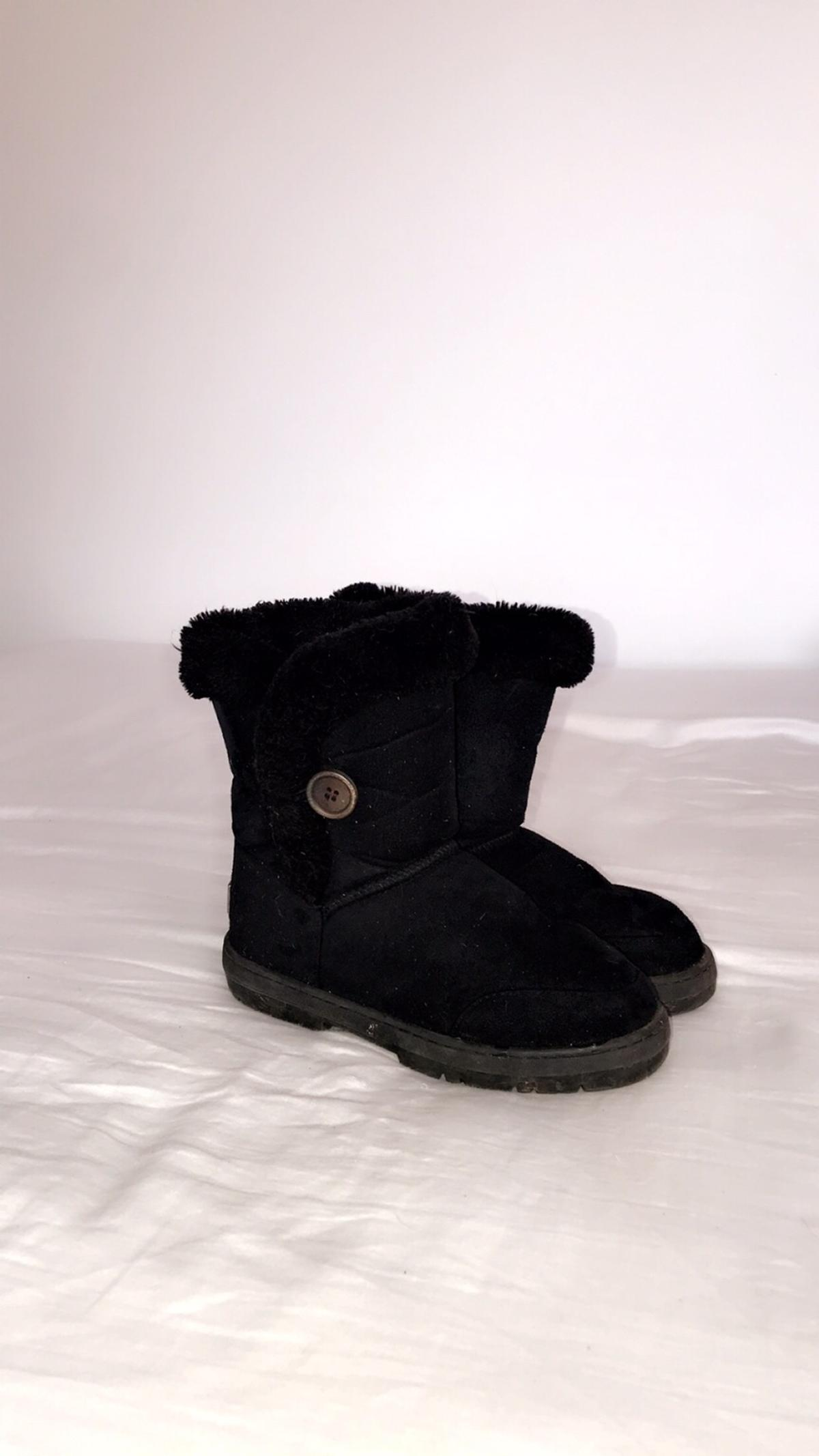 Gorgeous pair of black ugg boots in size 3 ( for women ) Worn a handful of times but still in amazing condition! Can't remember where I purchased from