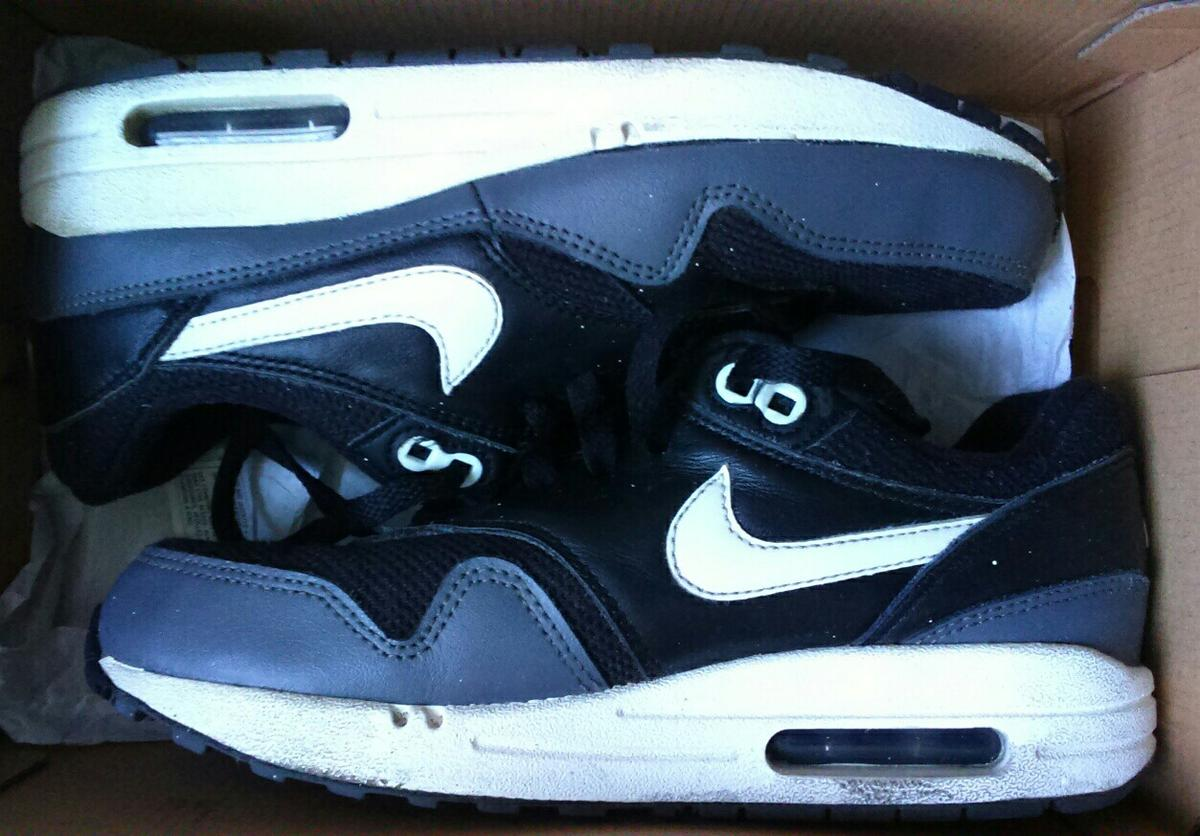 Nike Air Max Trainers UK Size 4 in M29