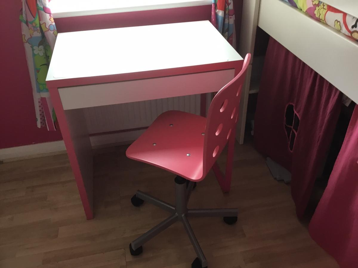 Swell Pink And White Desk With Pink Swivel Chair Alphanode Cool Chair Designs And Ideas Alphanodeonline