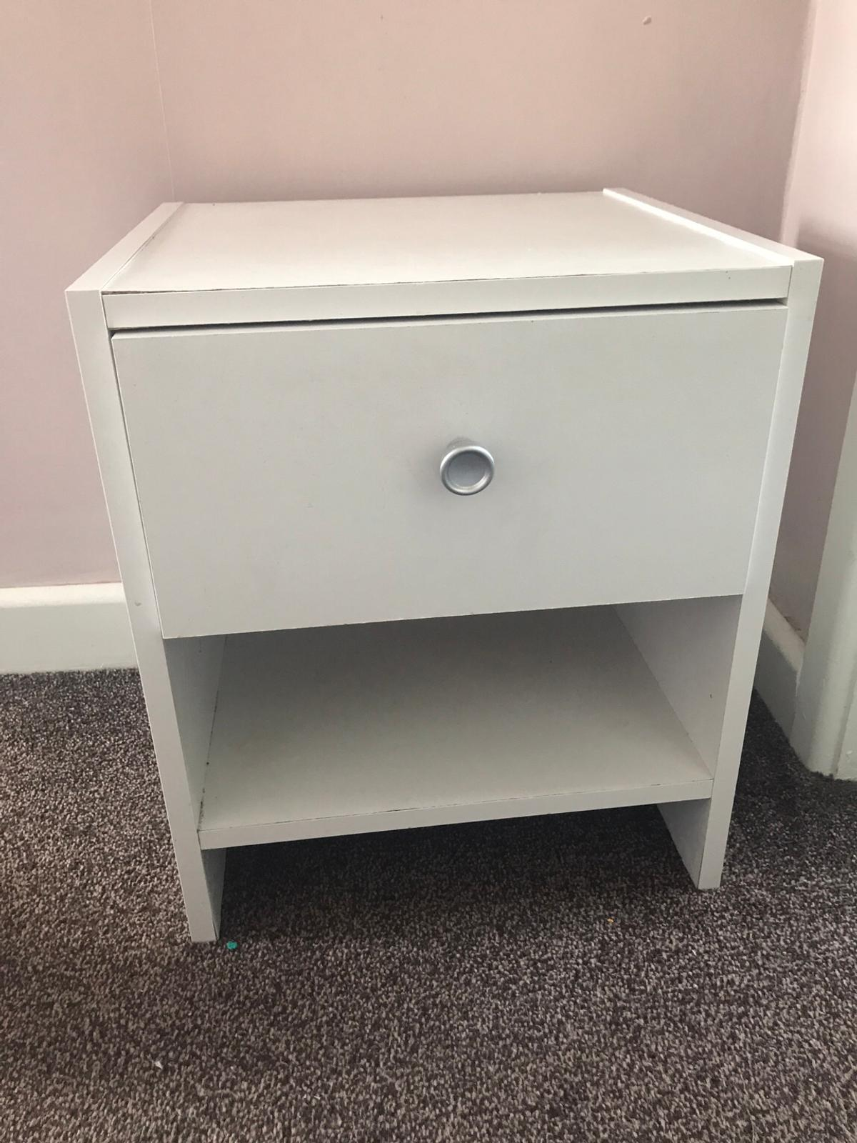 Picture of: Small White Bedside Table In Ws11 South Staffordshire For 5 00 For Sale Shpock