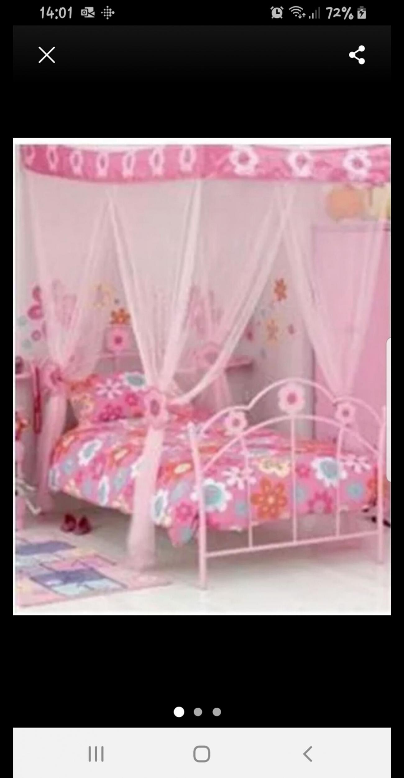 White And Pink Bed Canopy In Hx3