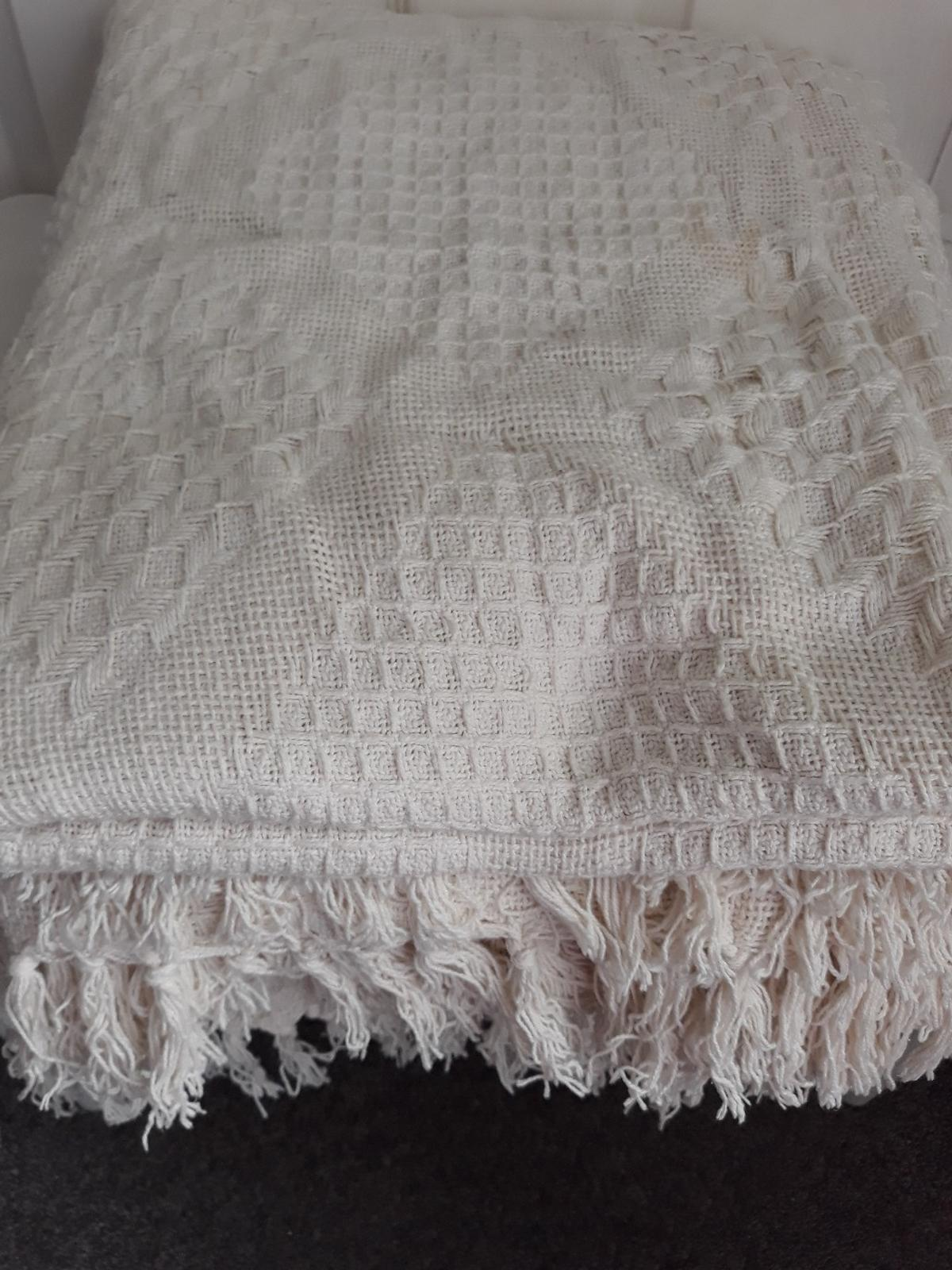 2 large cream throws with tassles in B30 Birmingham for ...