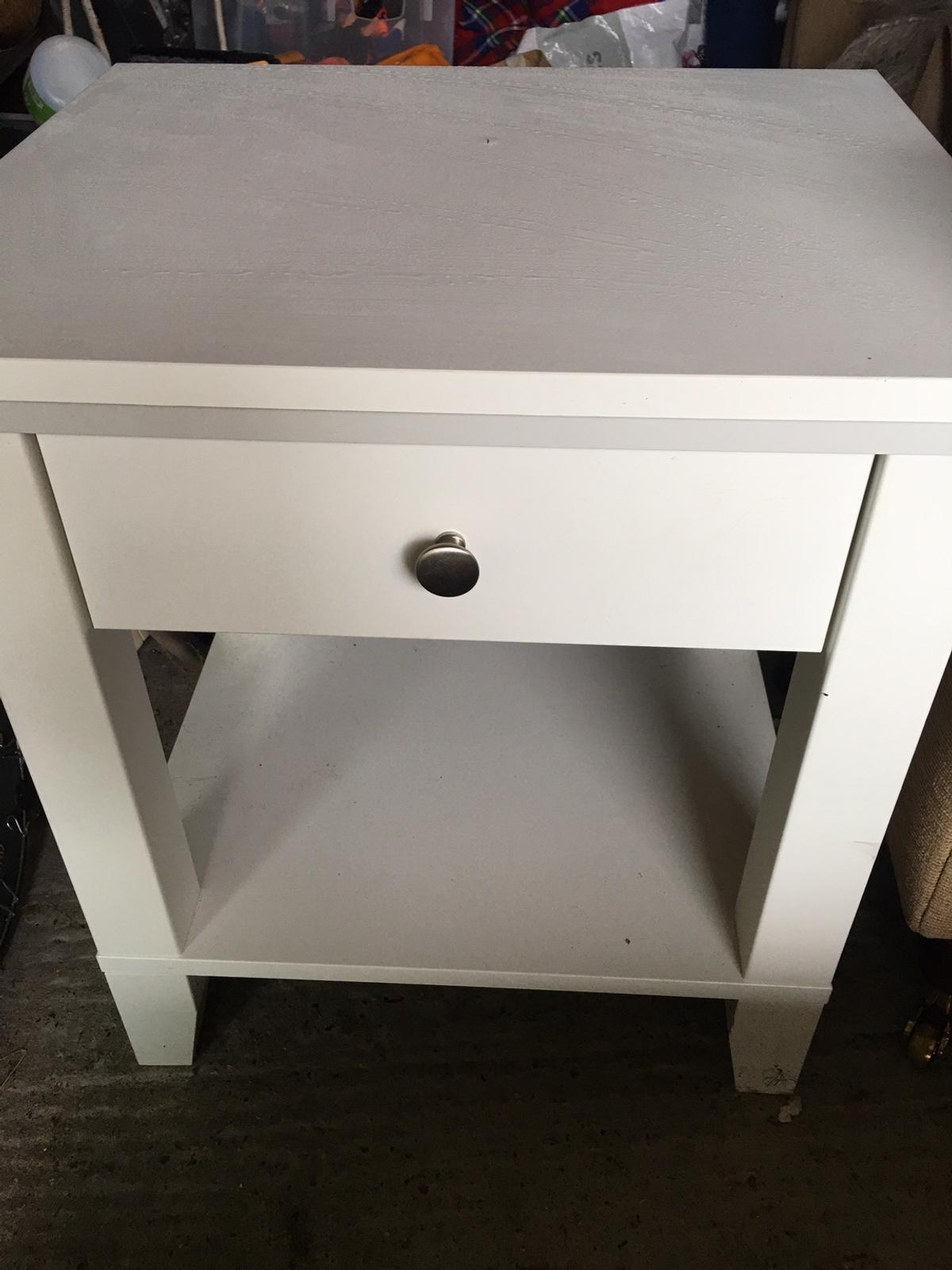 White Solid Wood Bedside Table With Drawer