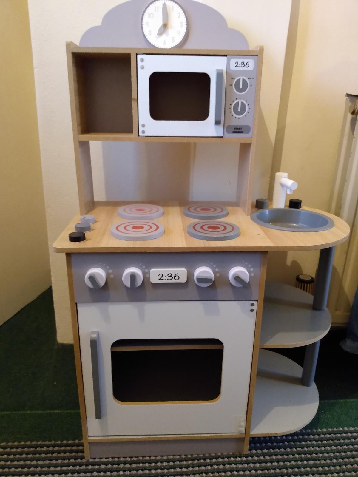 Play Kitchen Wooden In Ss17 Corringham