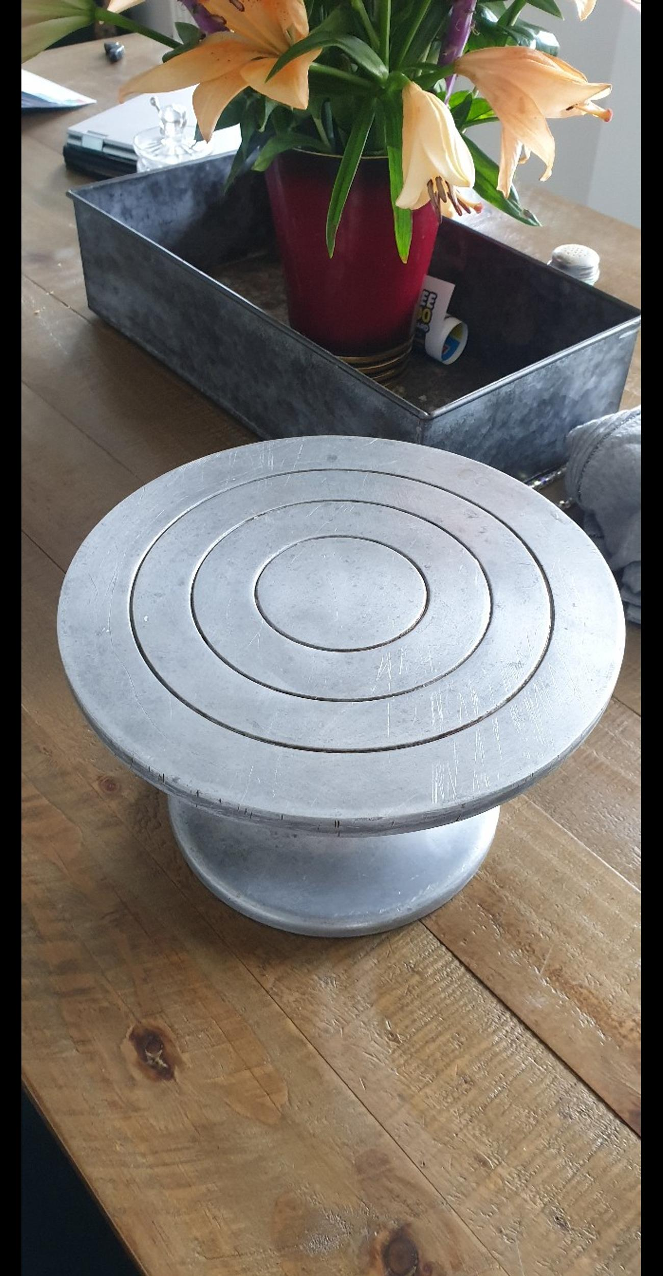 vintage metal cake turntable cake stand in North ...