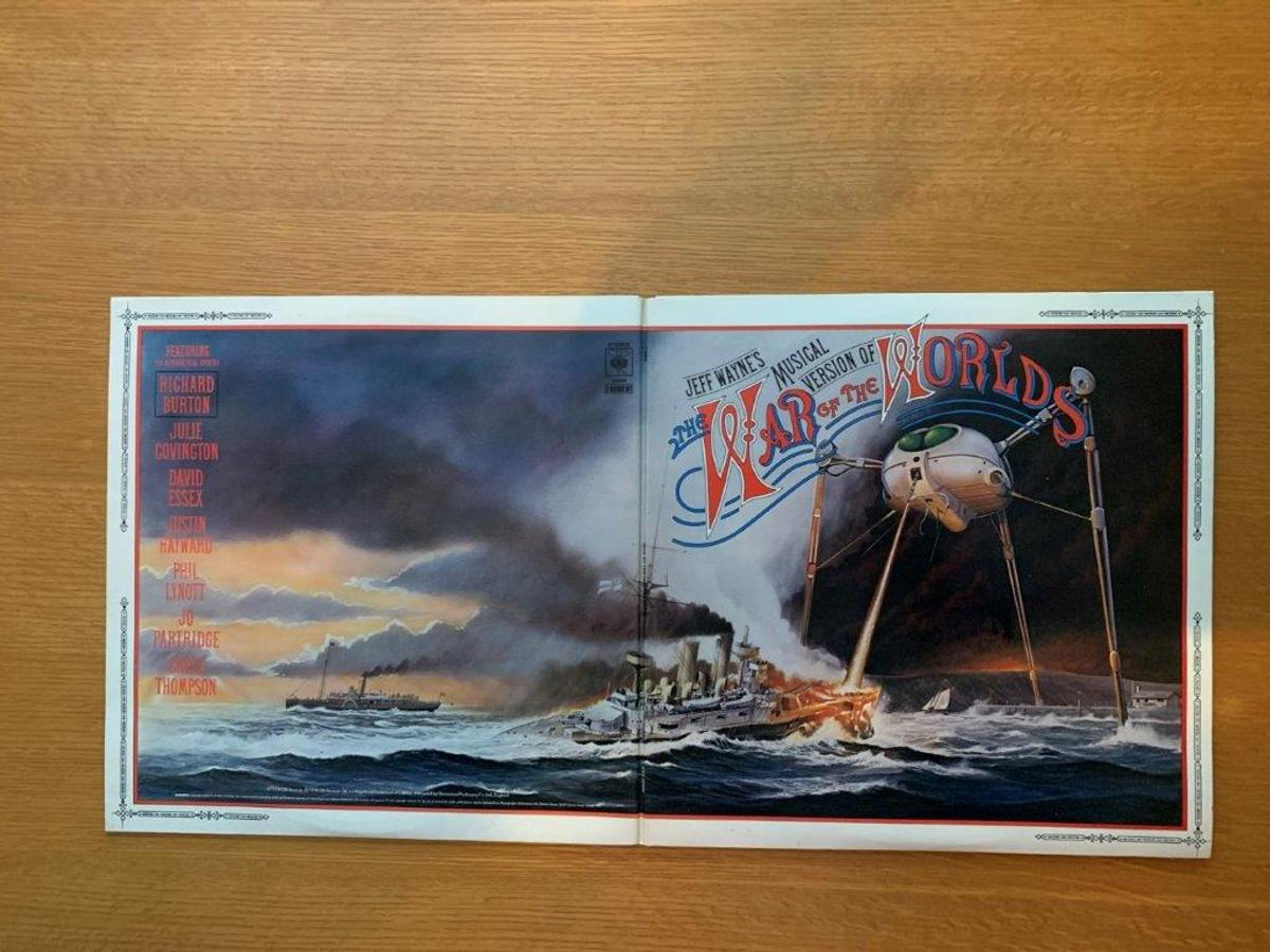The War Of The Worlds 2 Vinyl LP Box Set in SN13