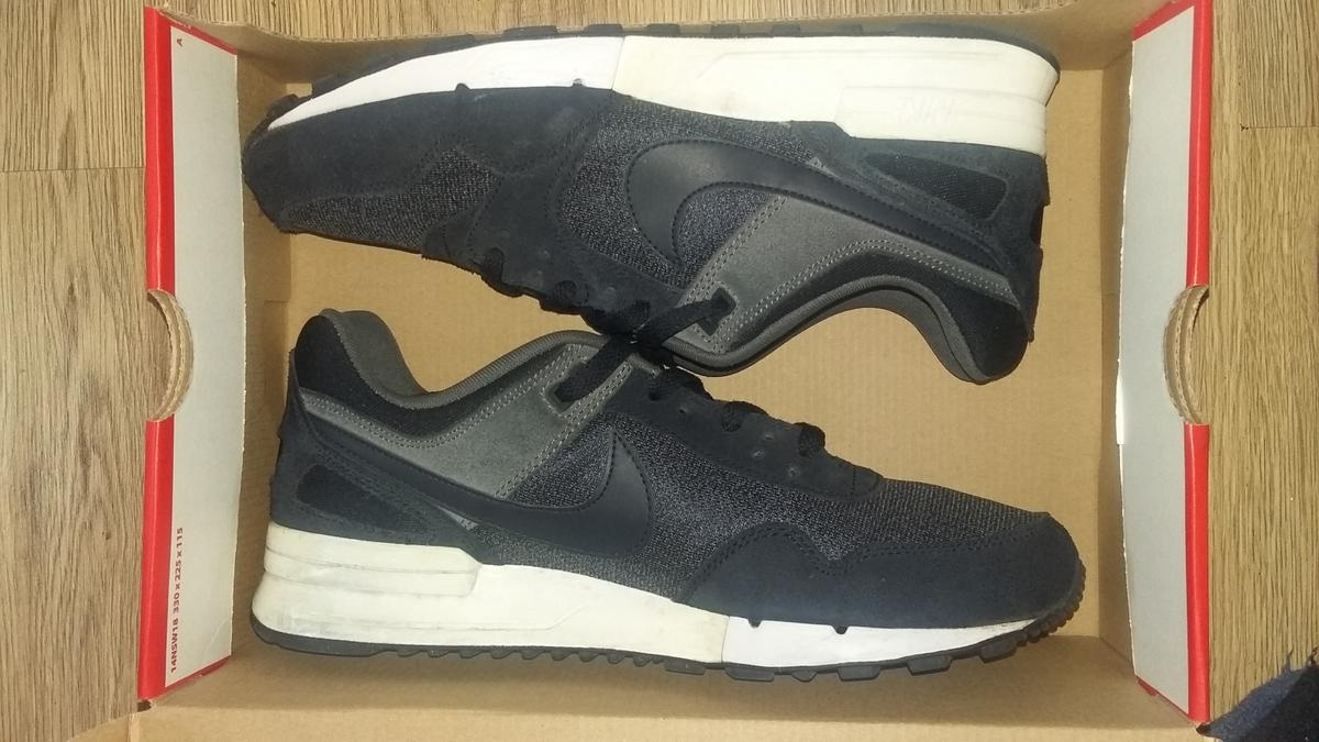 Navy blue air max pegasus uk size 9  Warn a handful of times but still I'm good condition