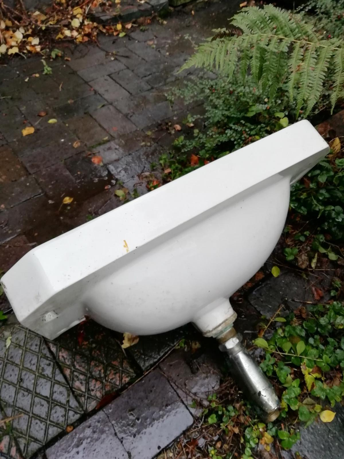 Old enamel sink. Perfect to use as a planter in the garden. Old and worn as you would expect
