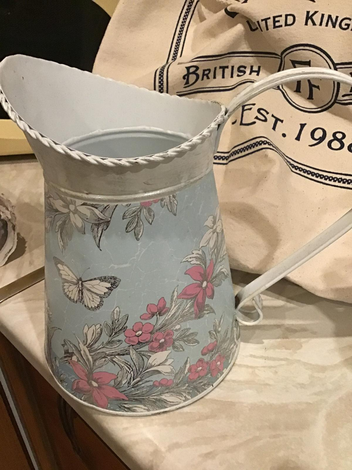 Shabby Chic design great for display decoration flowers and butterflies would make a lovely gift 🎁 new with tags