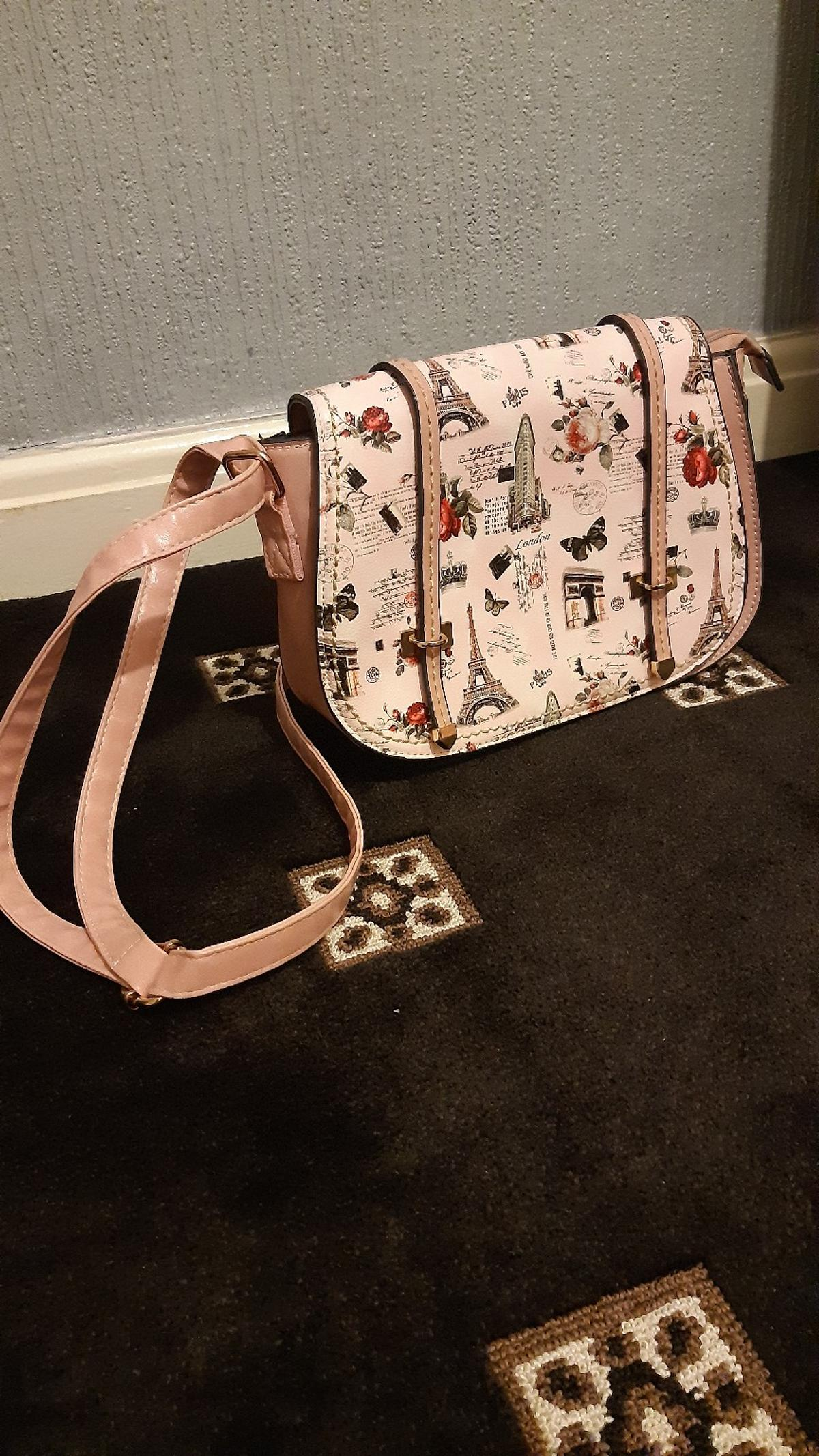 Stylo pink colour handbag like new with long strap make offrz plz