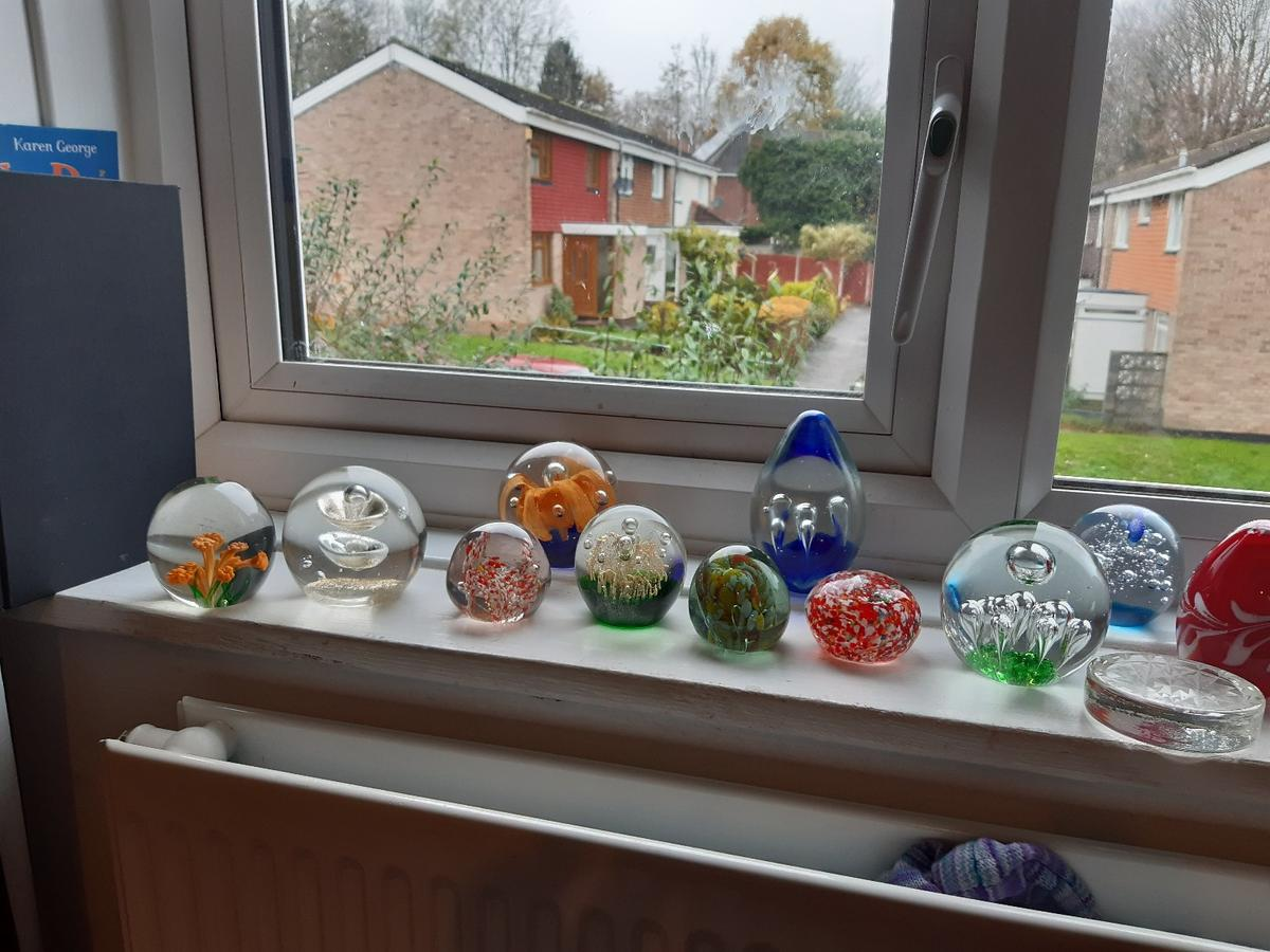 vintage paper weights 21 in total need a clean