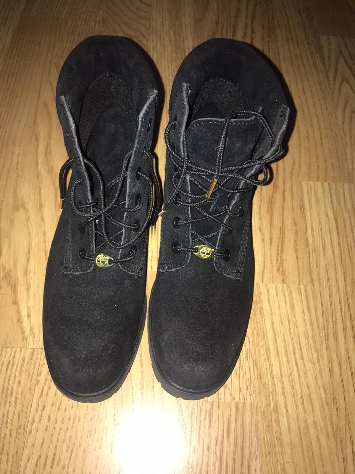 These timberland suede boots have a gold lace front and tip and are slim in style, comfortable wear but way too tight for me would say come up as a 5-5.5 more than a 6/ a small 6