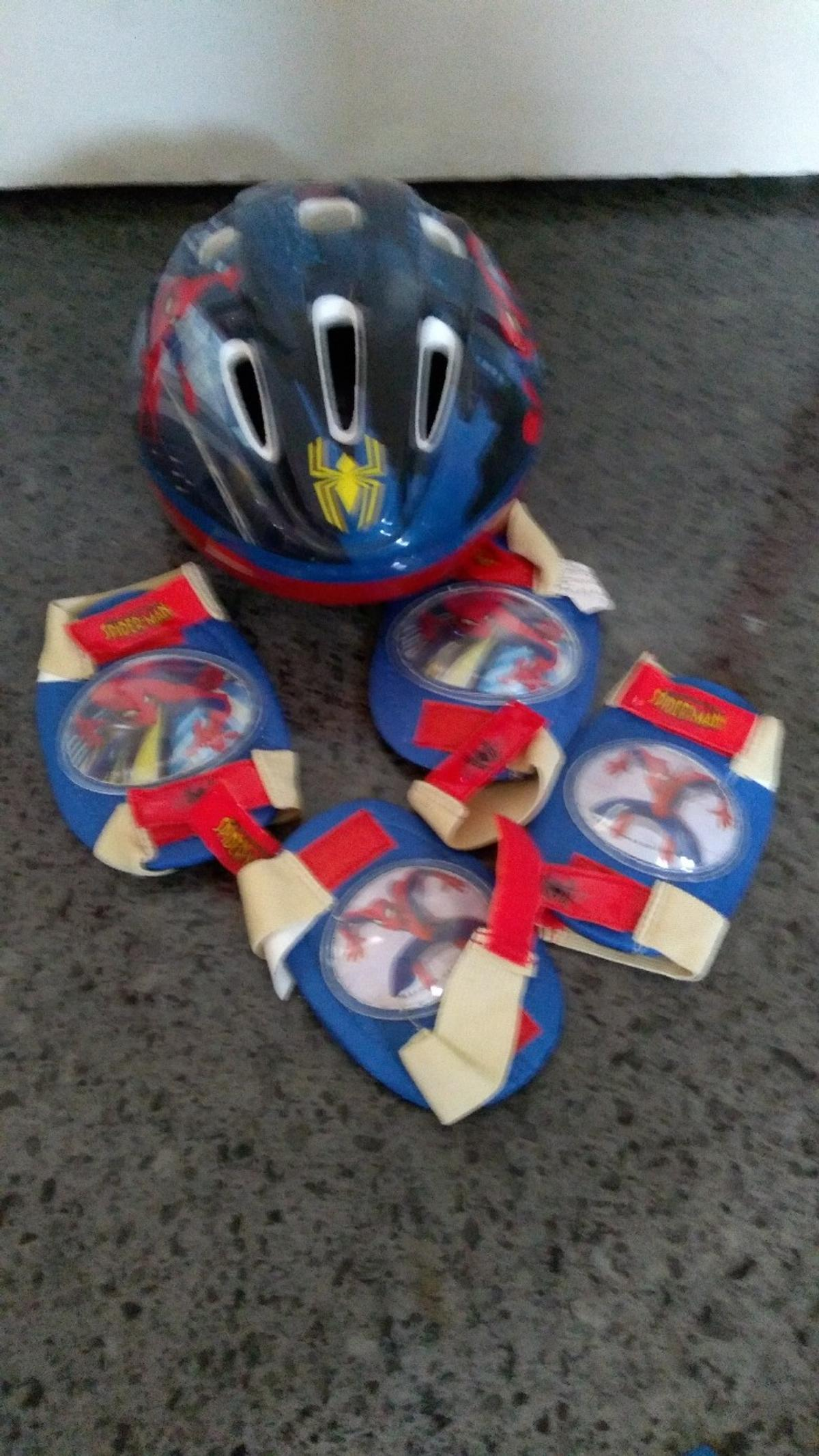 In very good condition Spiderman elbow and knee pads for scooter or bike. No offers,no time wasters, honest people only please.