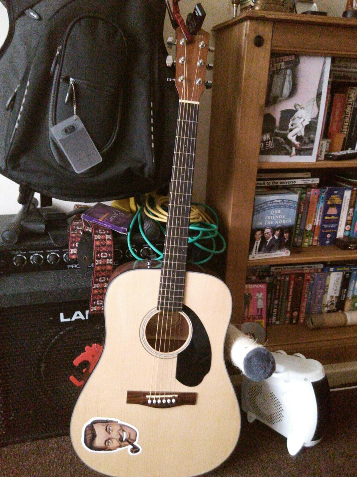 Great beginners guitar from Fender, nice action plays really well.