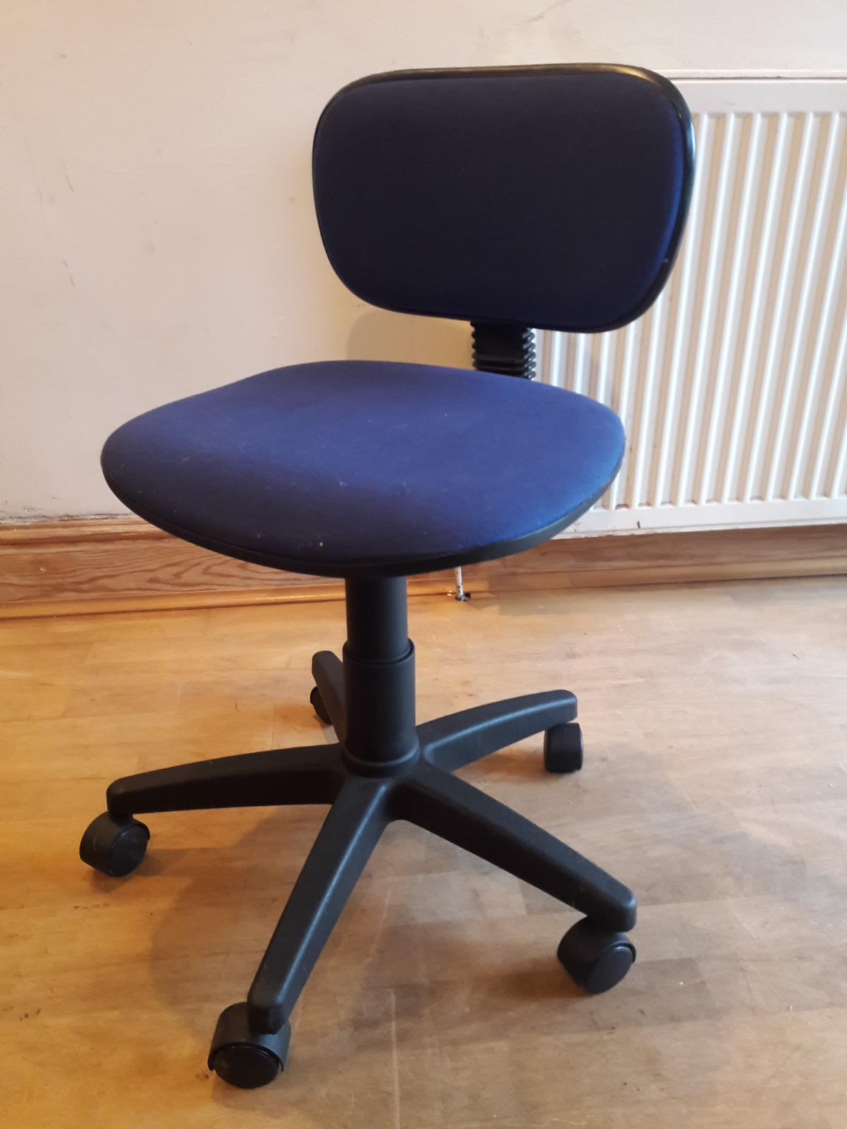 Computer Office Chair Blue Small In Ch3 Huntington For 5 00 For Sale Shpock