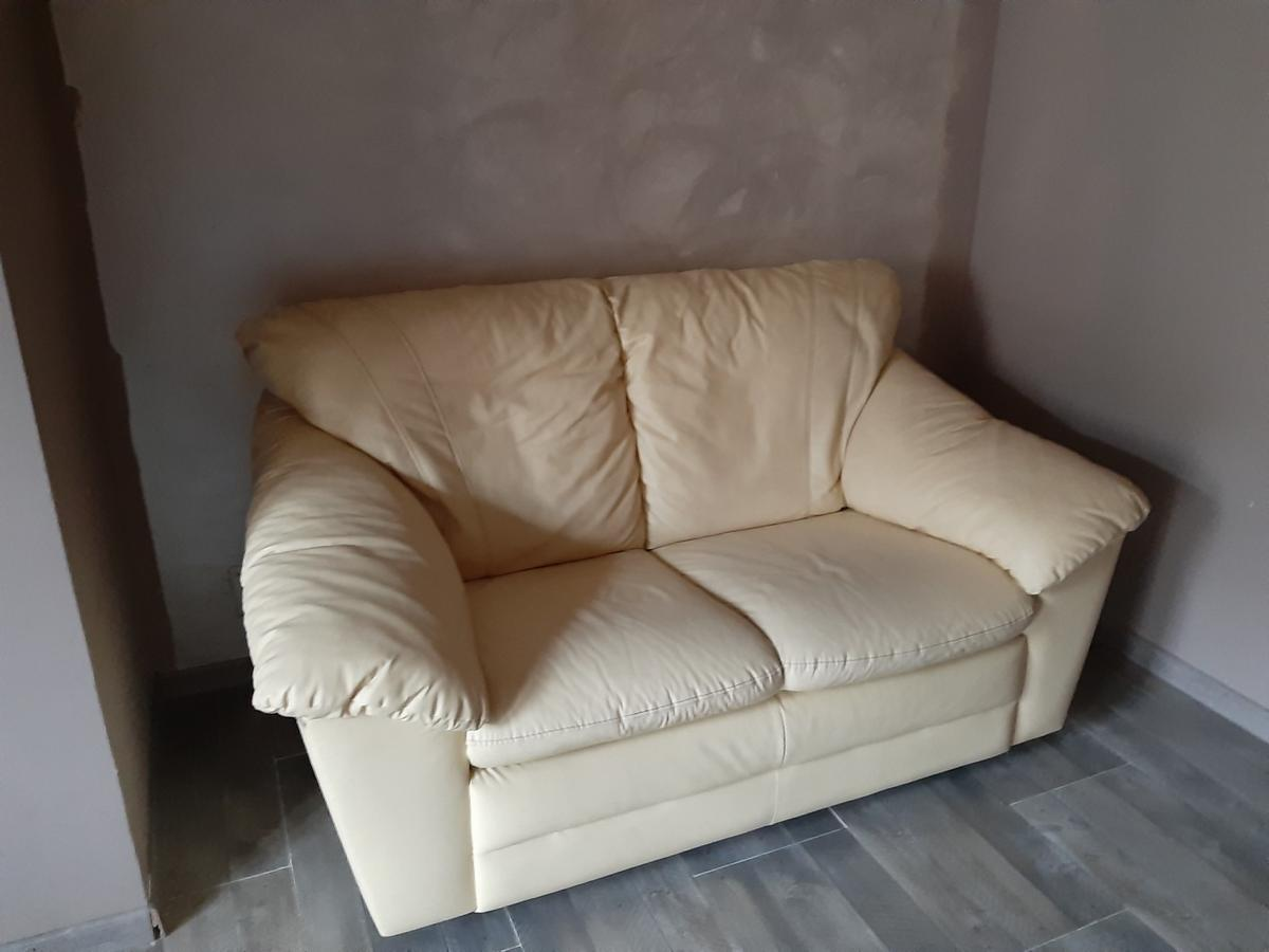 Divano 2 Posti Ecopelle.Divano 2 Posti Ecopelle In 10153 Torino For 50 00 For Sale Shpock